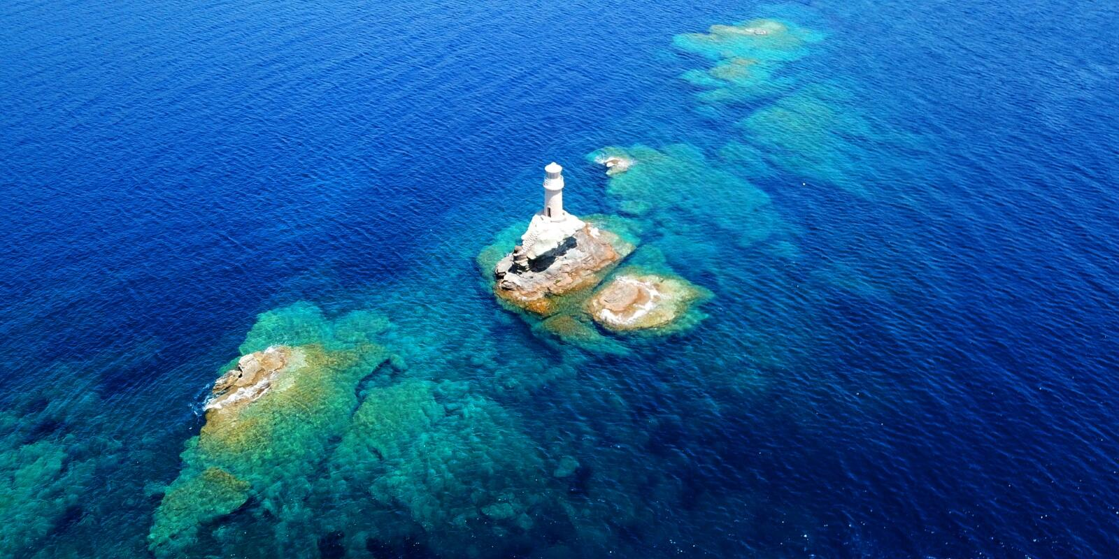 Naturist cruise: 7 nights - 6 days exploring 4-5 of the CYCLADES islands with experienced skipper