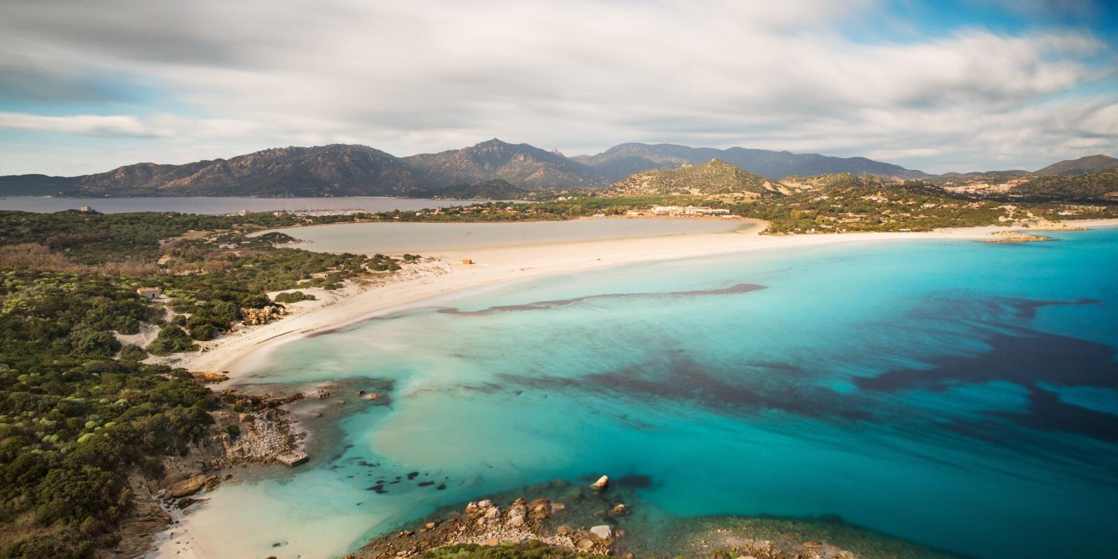 Sardinia: sea, aperitifs and sunsets on a sailing boat