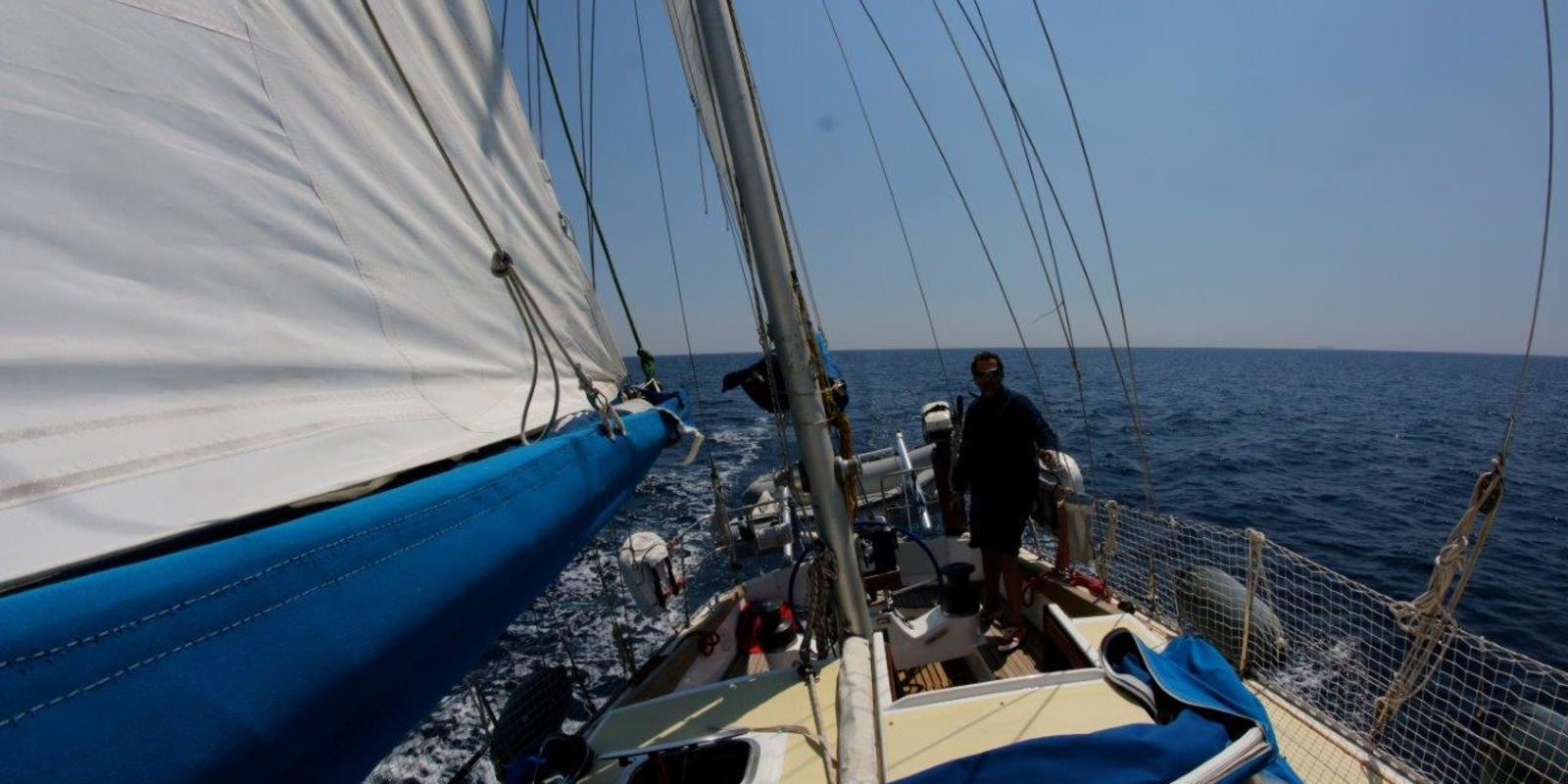Sailing among the pearls of the Tuscan Archipelago Park