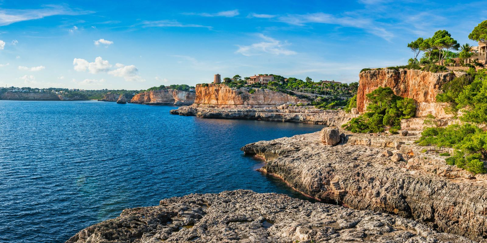Explore and discover the sailing Balearic Islands