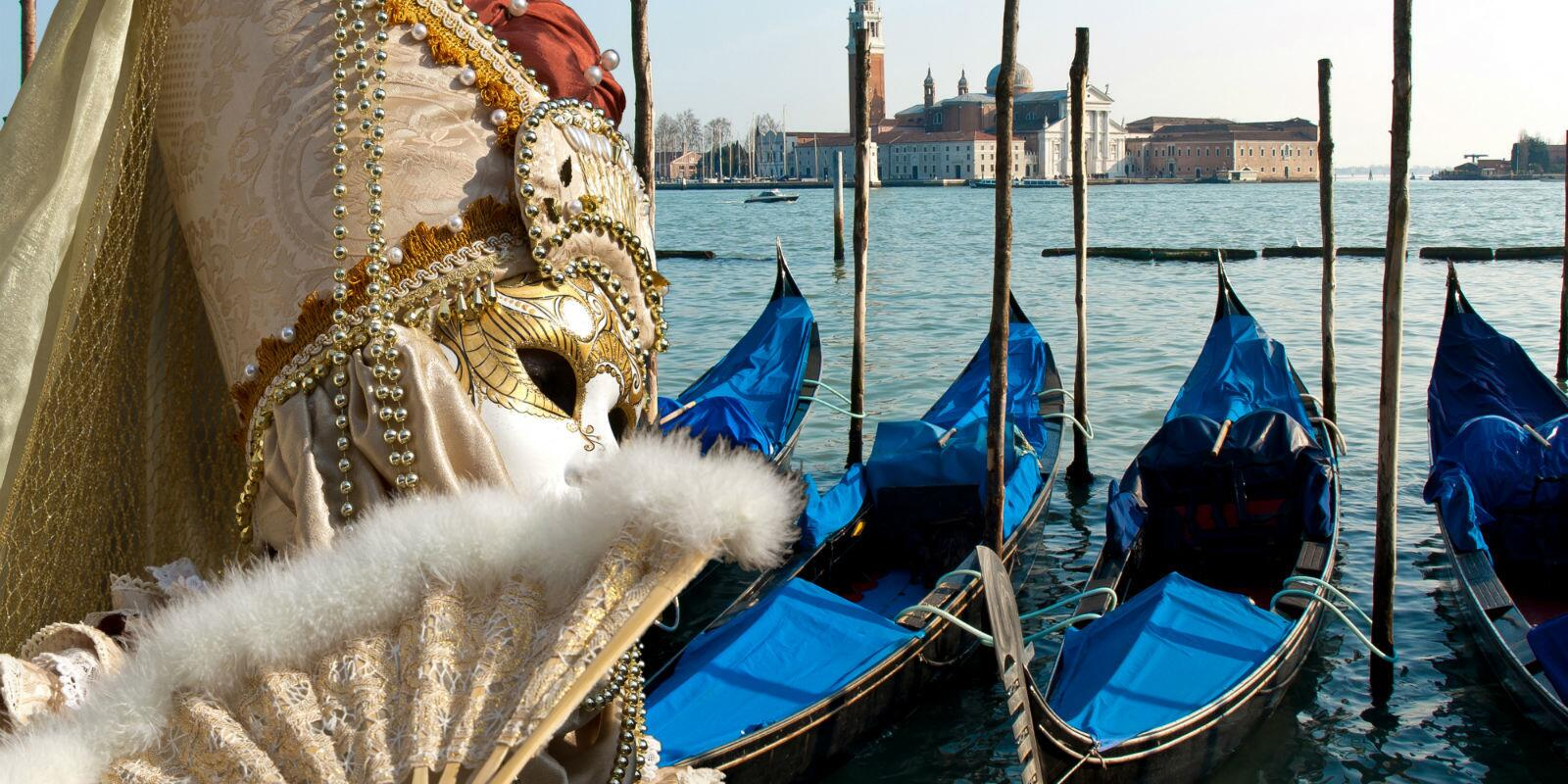 Carnival in Venice - discover it from the boat!