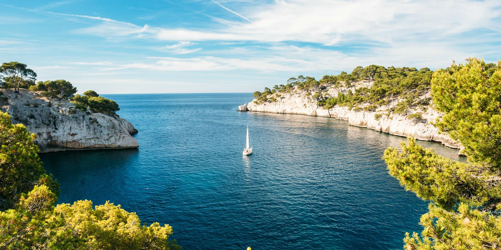 Get onboard for a pleasant discovery sailing cruise of the Calanques