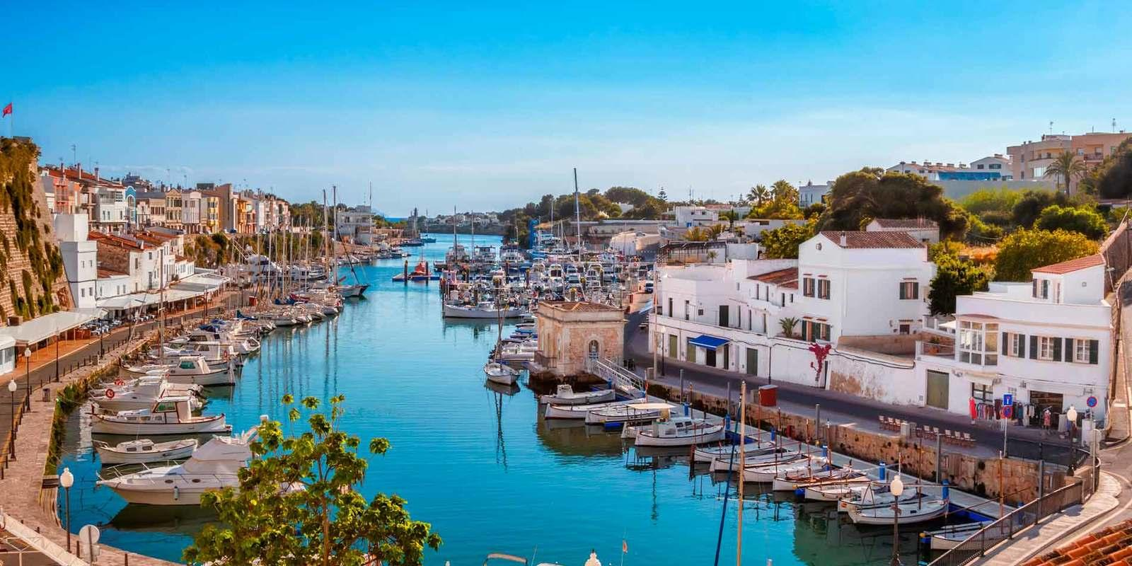 Menorca in comfort and total relaxation on a beautiful boat
