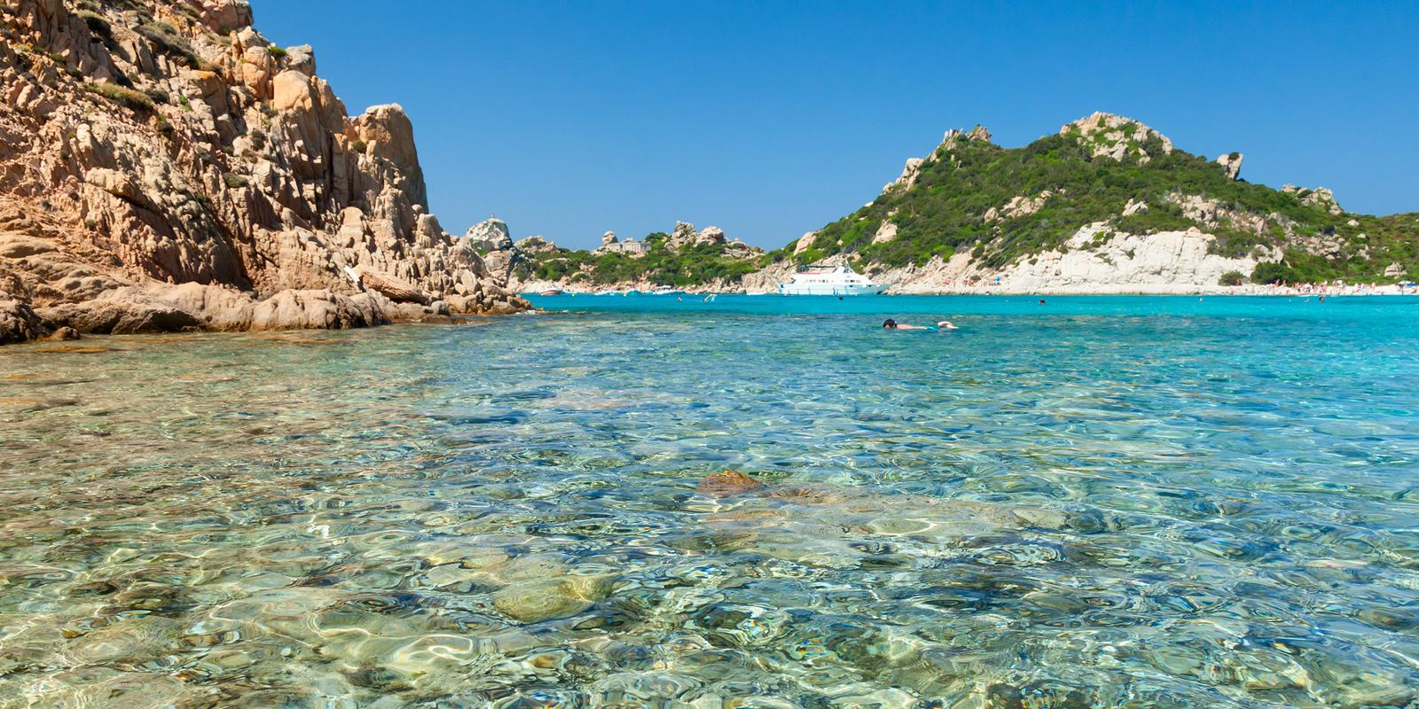 Get on board for a sweet cruise in the archipelago of Maddalena, a paradise on earth.