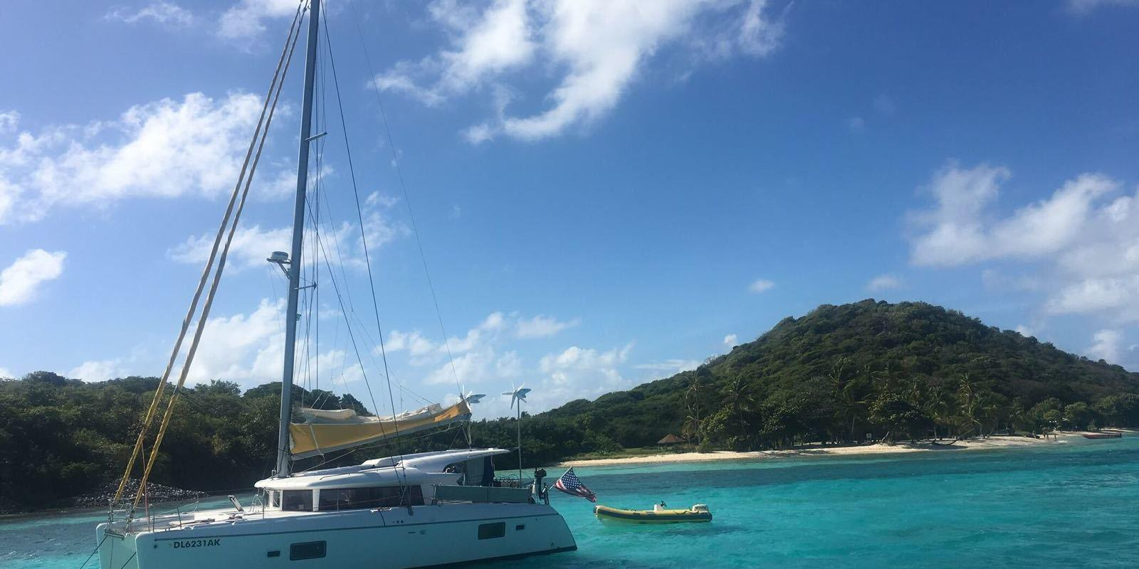 From Martinique to discover the Grenadines on a luxury Catamaran with Hostess