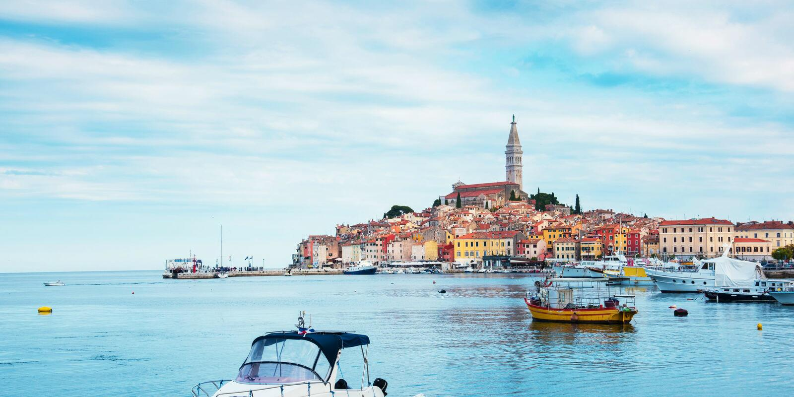 Istria with sailing skipper in the area: limited boarding to ensure comfort