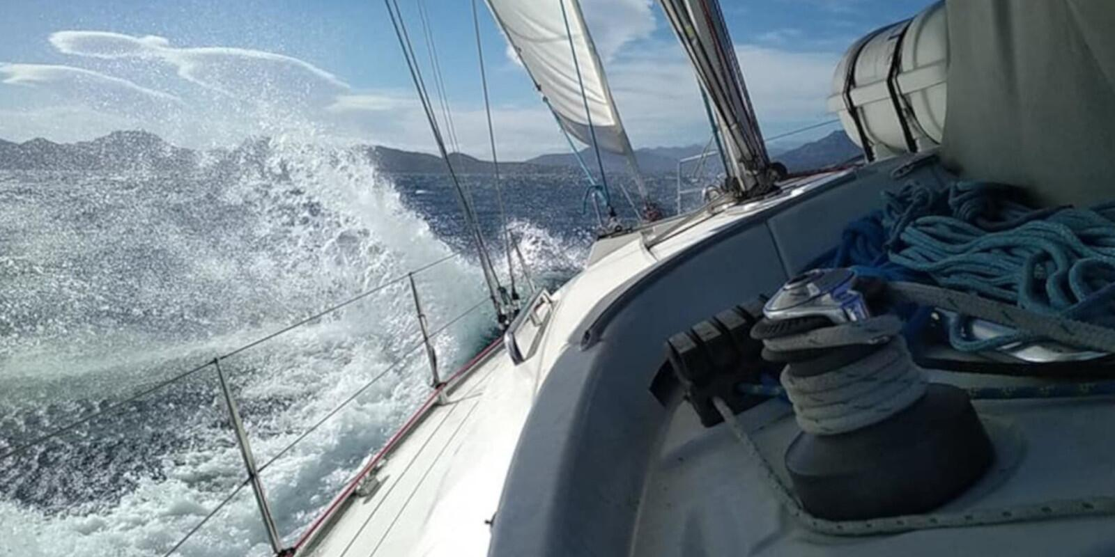 Discovering offshore navigation: from Sardinia to Sicily