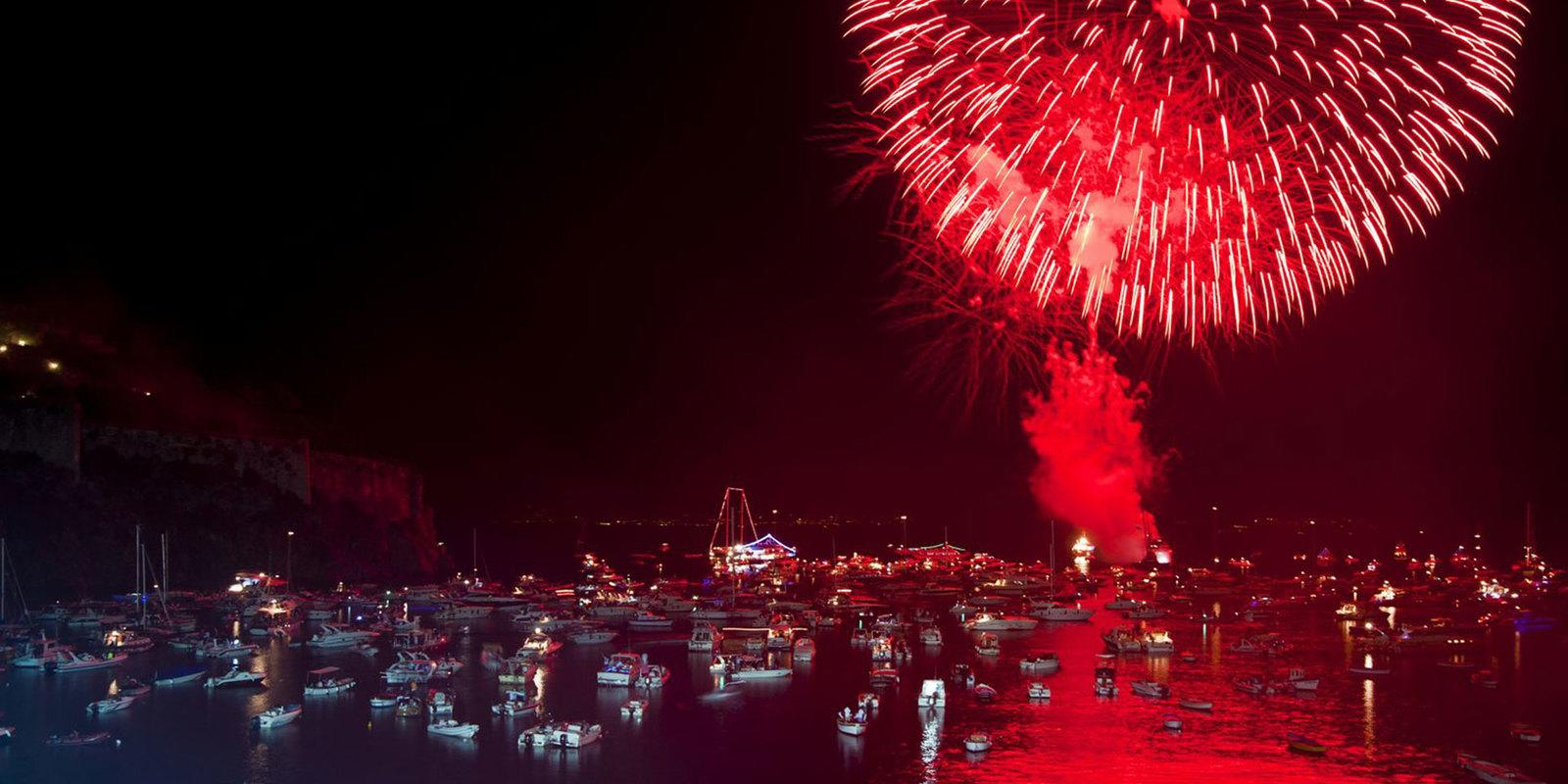 Fire at the Castle - The great festival of Ischia on a sailing boat