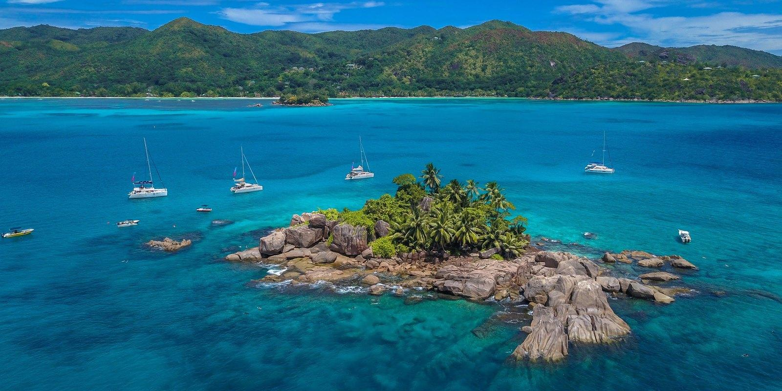 Premium Cruise 11 days on a Catamaran with hostess to the Seychelles - All Inclusive