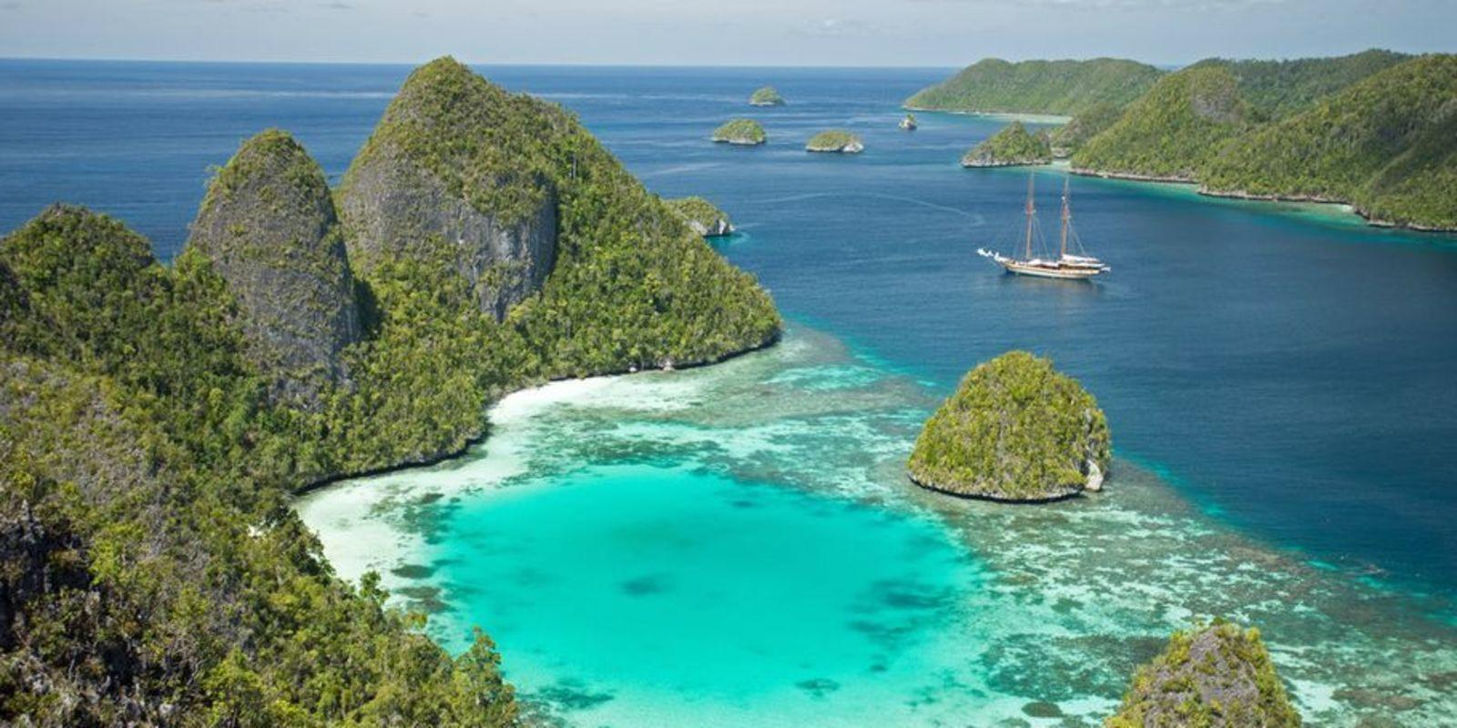 Cruise 8 days on a Catamaran with hostess at Bali - All Inclusive