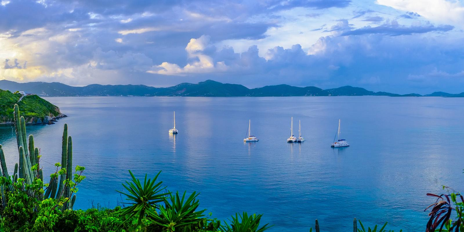 Premium Cruise 8 days on a Catamaran with hostess in the Virgin British Islands - All Inclusive