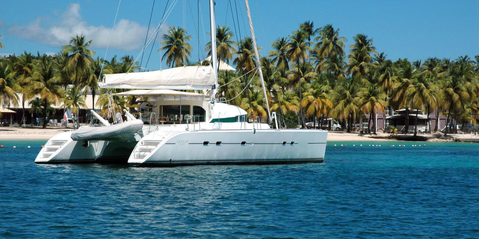 Discover Guadeloupe on a spacious catamaran - All Inclusive with cook