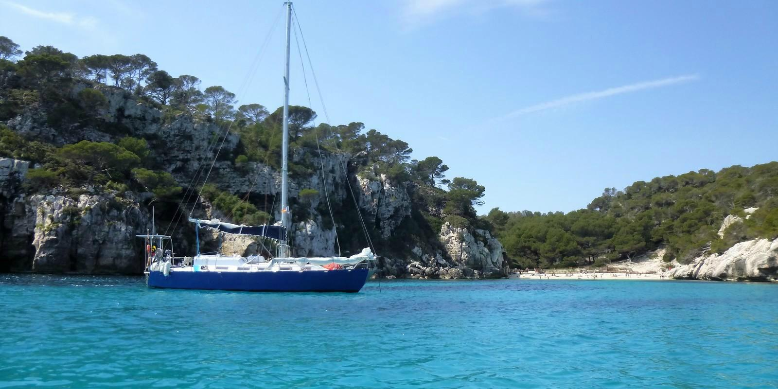 Explore and discover the Balearic Islands on a sailboat