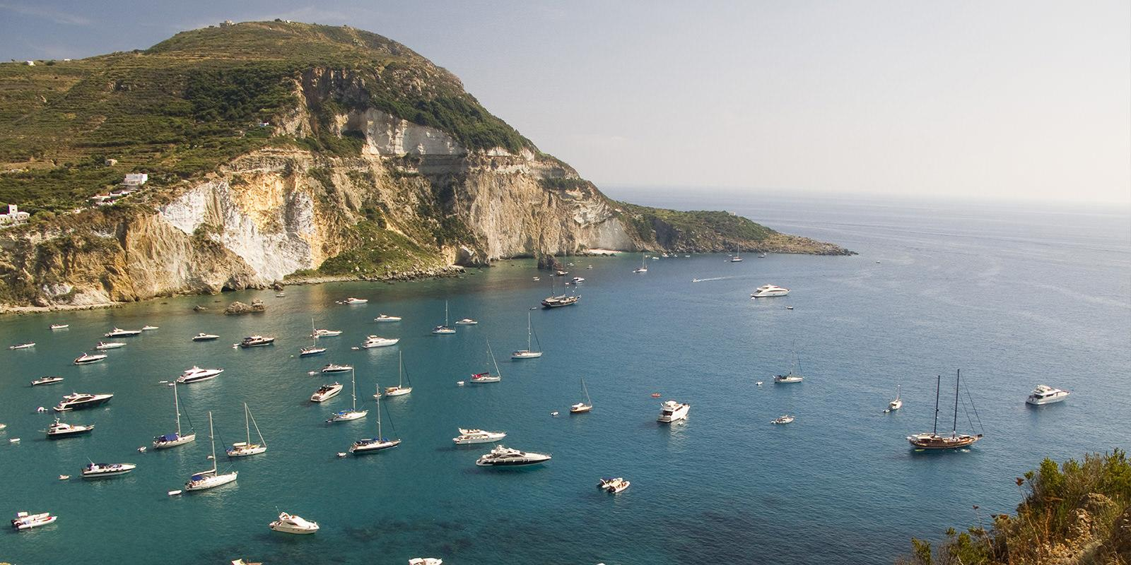 Long weekend in Ponza and Palmarola with 2 boats