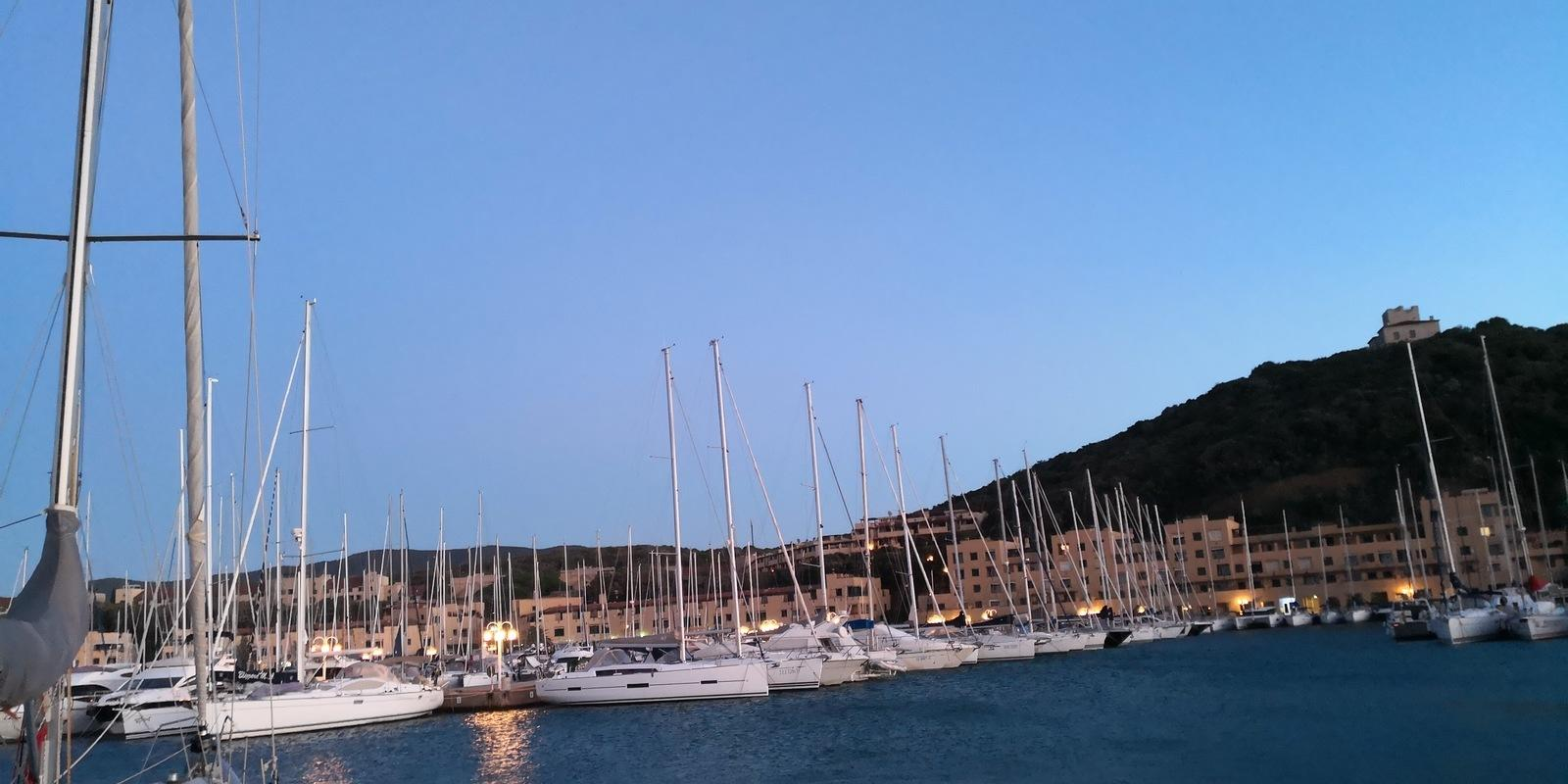 Discover the magnificent villages of Elba. Hostess on board!