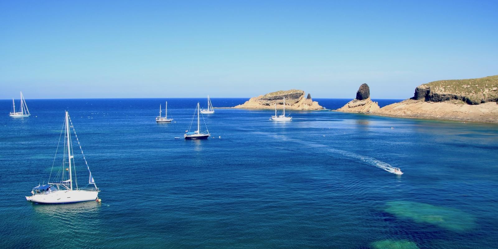From Ibiza to Valencia in comfort and relax on a large and beautiful crewed boat