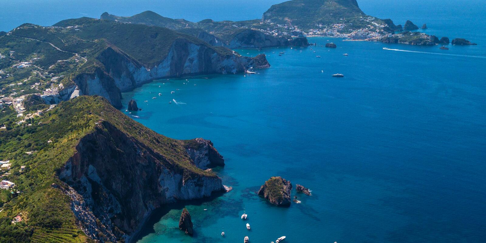 Weekend for a walk between the islands of Ponza and Palmarola