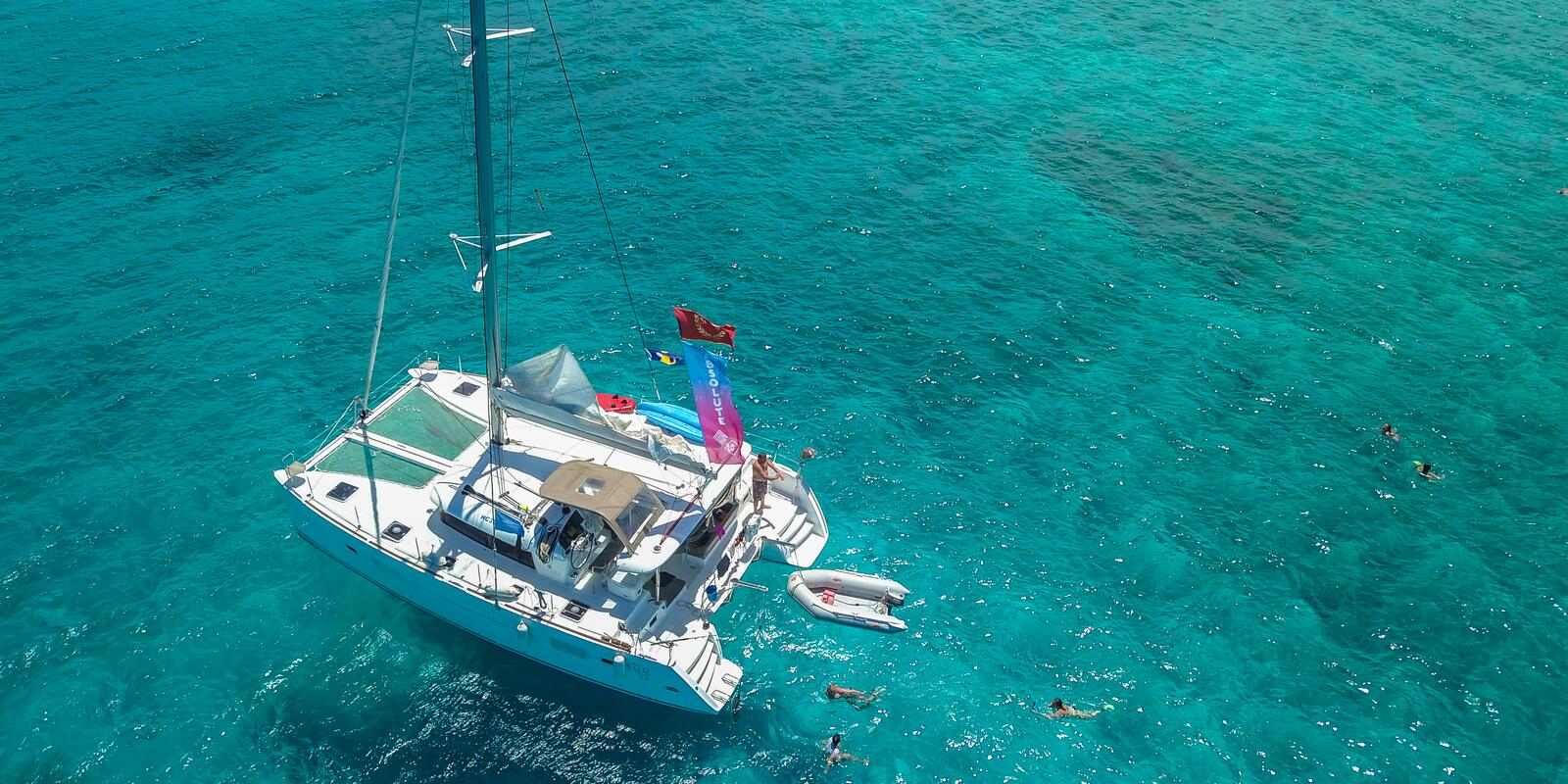 Combine relaxation and comfort by discovering Corsica on a catamaran