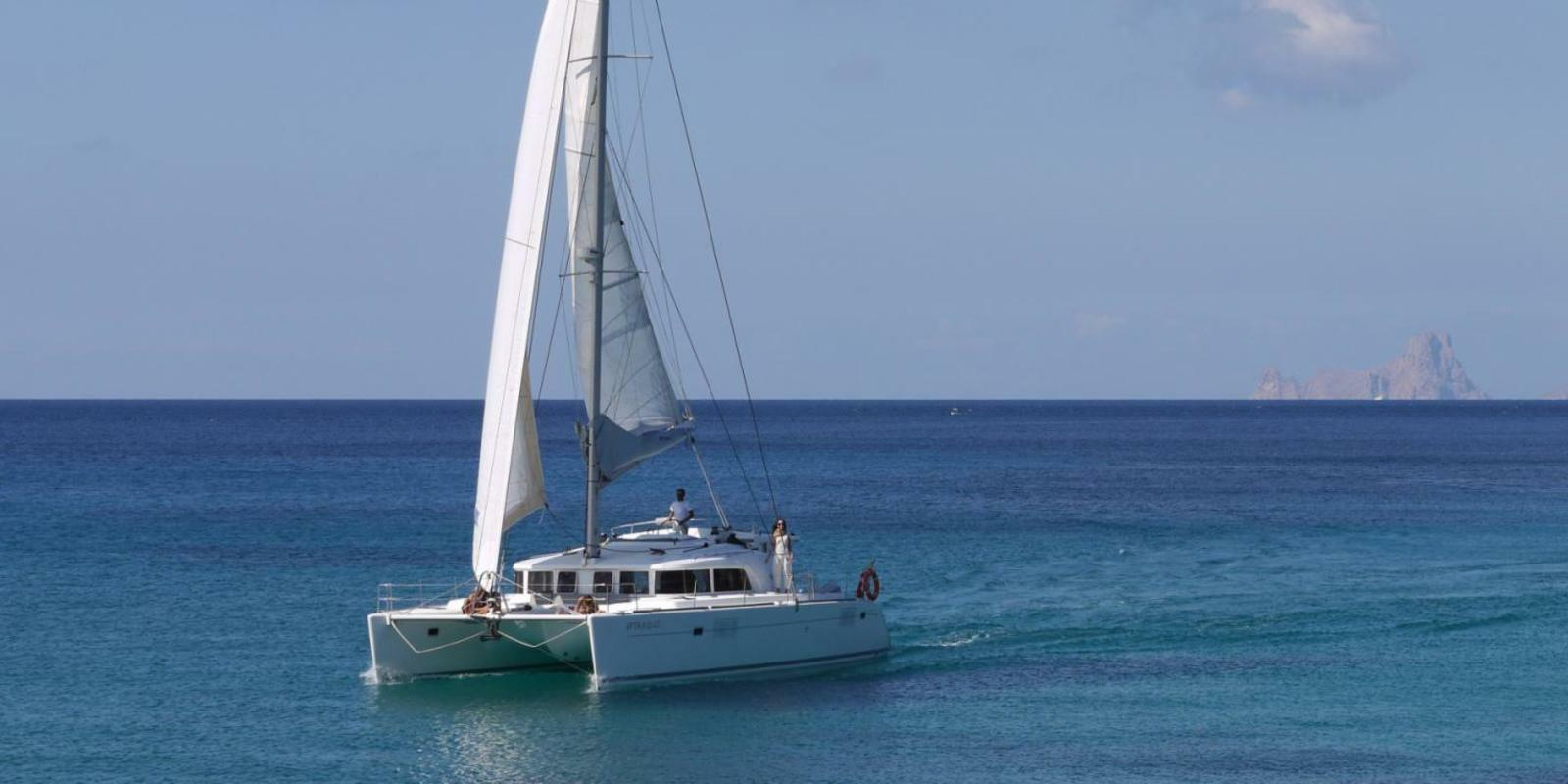 Comfort week at the BALEARIES on catamaran 440