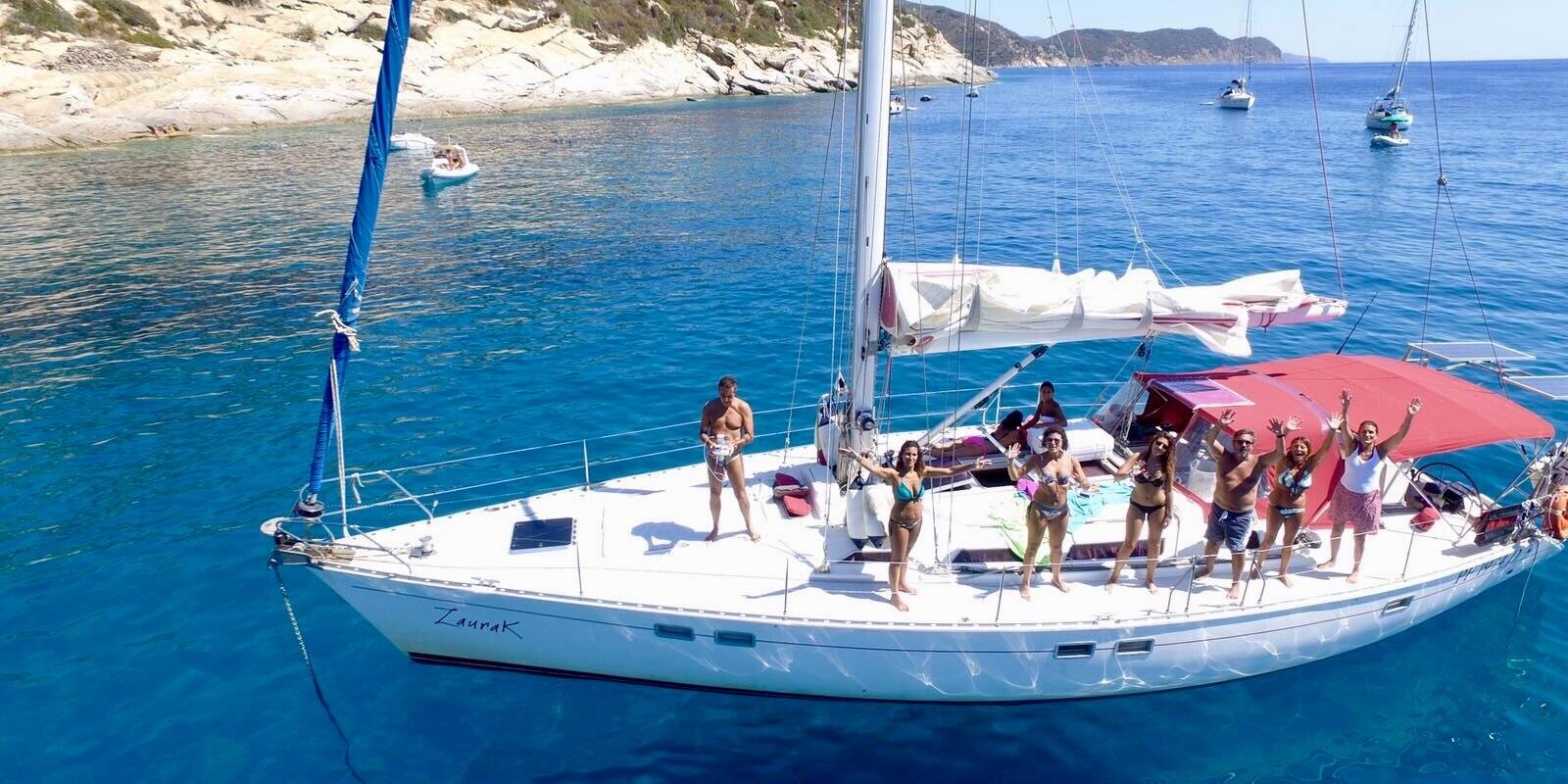Last Minute: A stroll between Elba Capraia and Corsica, on a comfortable 15 meters (5 cabins and 5 bathrooms! :))