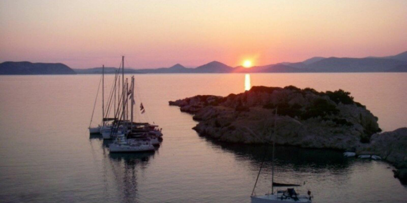 7 Nights on board exploring CYCLADES ISLANDS with experienced skipper