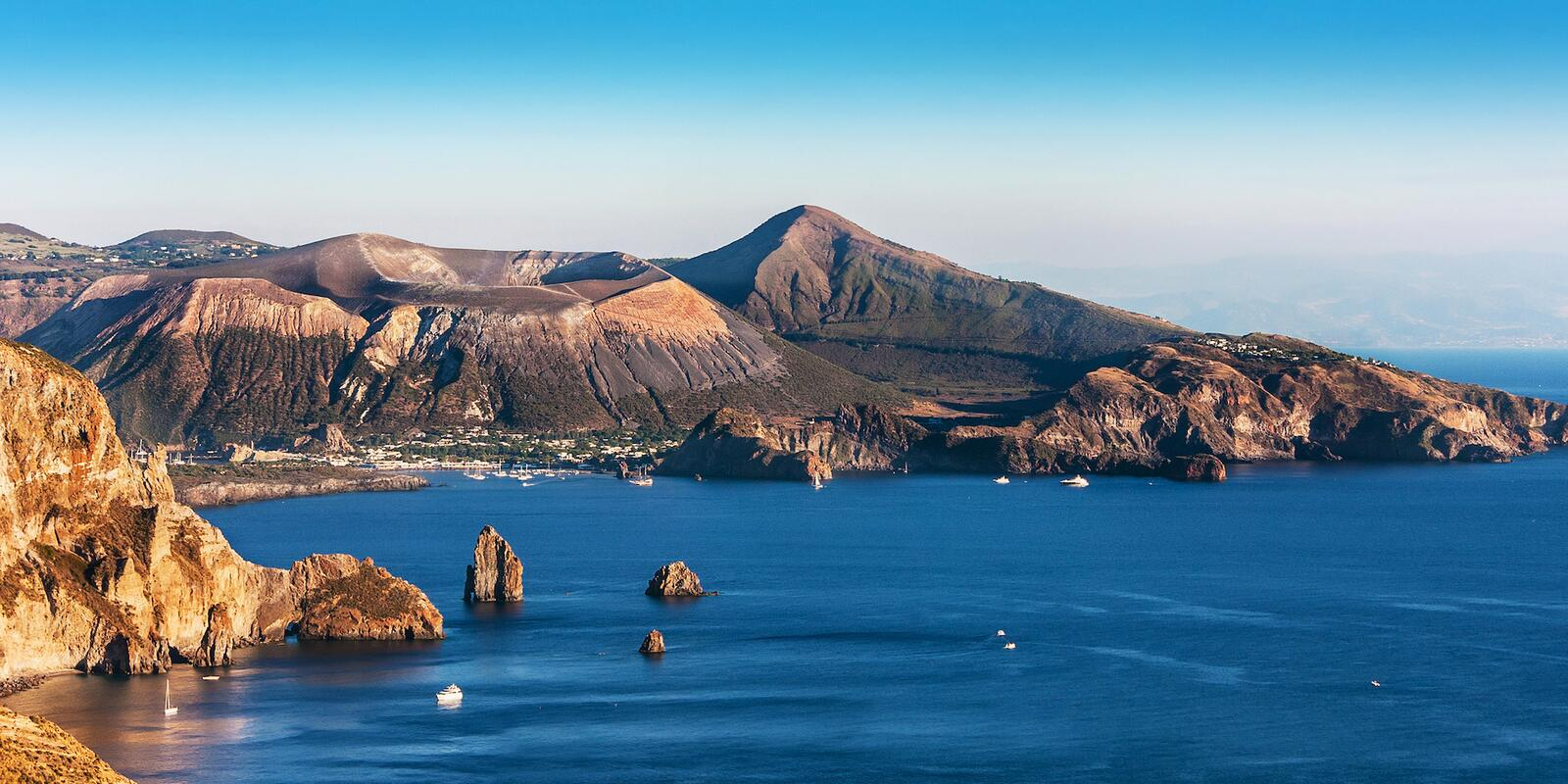100% AEOLIAN ISLANDS - FAMILY EDITION - 8 nights in a flotilla between ALL the islands
