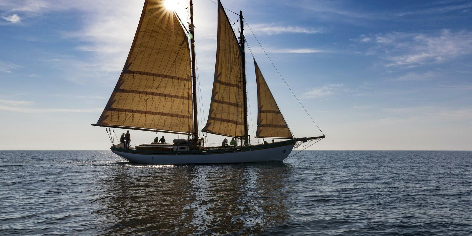 Weekend on a traditional schooner among the crystalline waters of Isola del Giglio