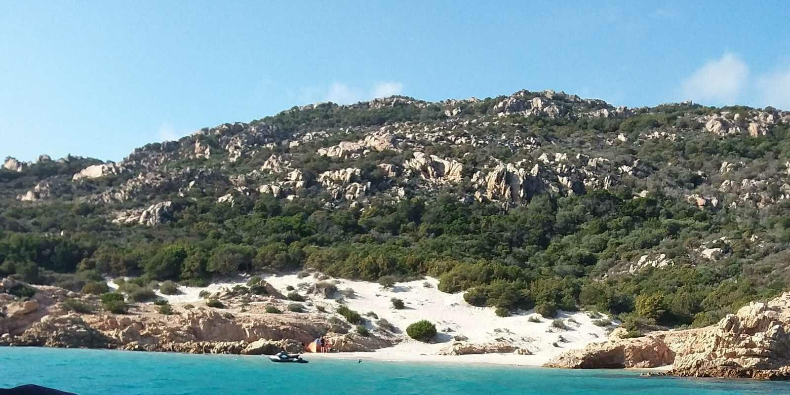 An unforgettable day to discover the archipelago of La Maddalena.