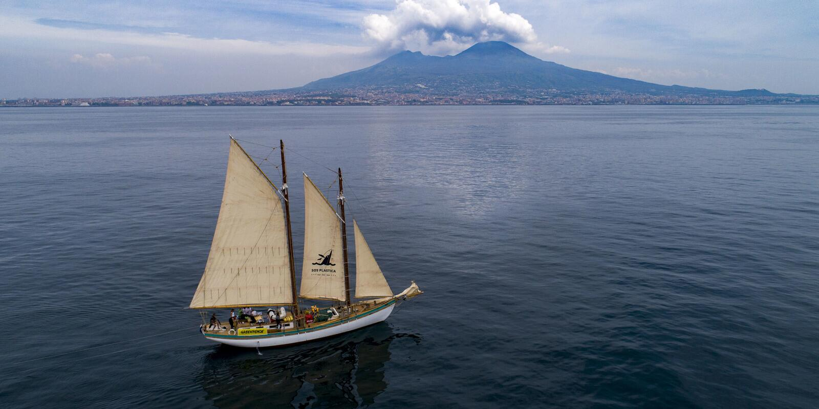 Circumnavigation of the Island of Elba on a traditional aurica schooner in Tuscany