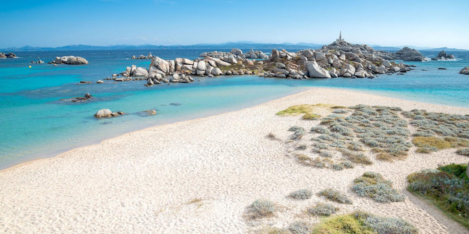 Between the north of Sardinia up to the south of Corsica through the Maddalena archipelago