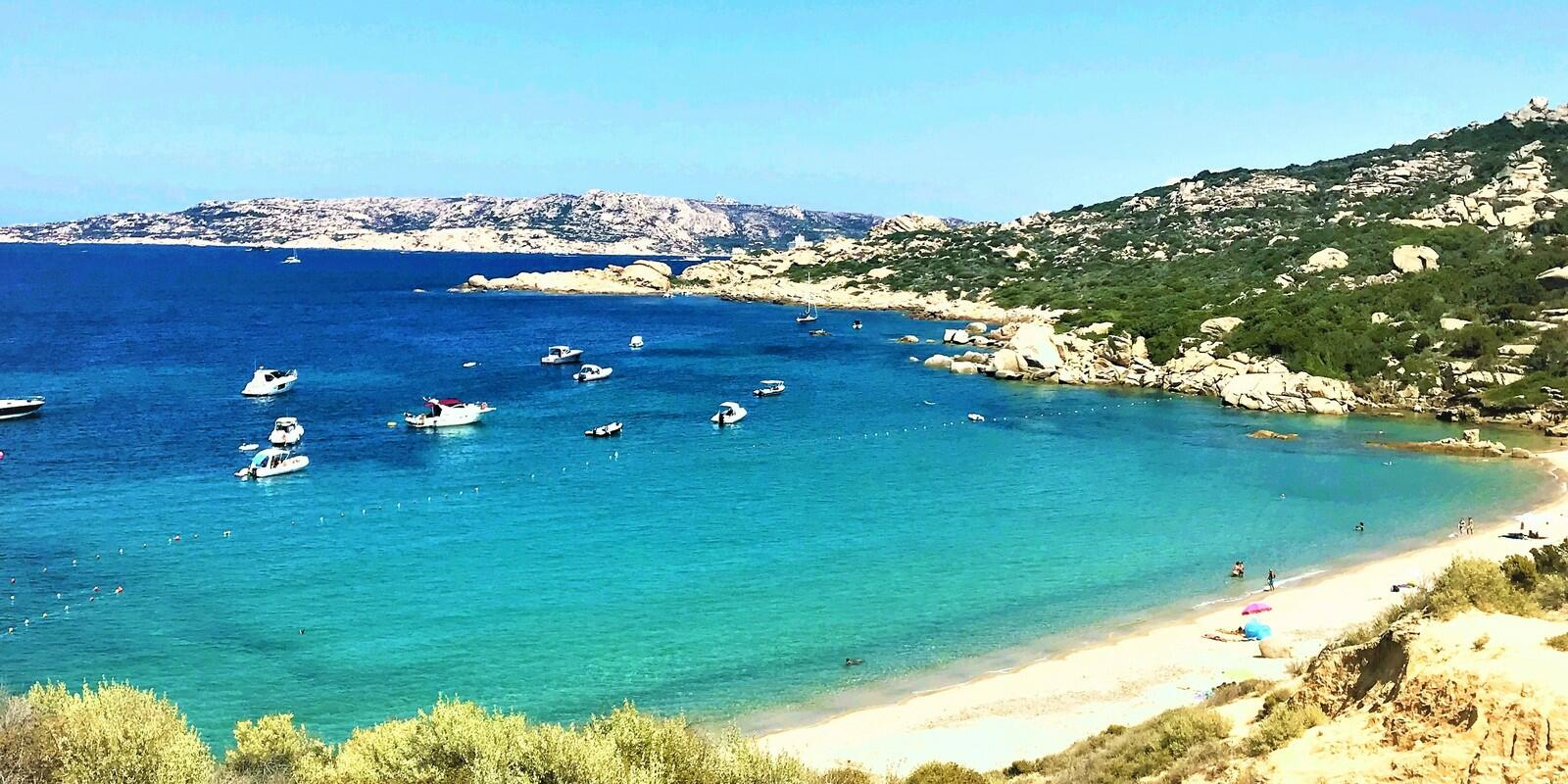 Daily sailing between the most beautiful beaches of La Maddalena