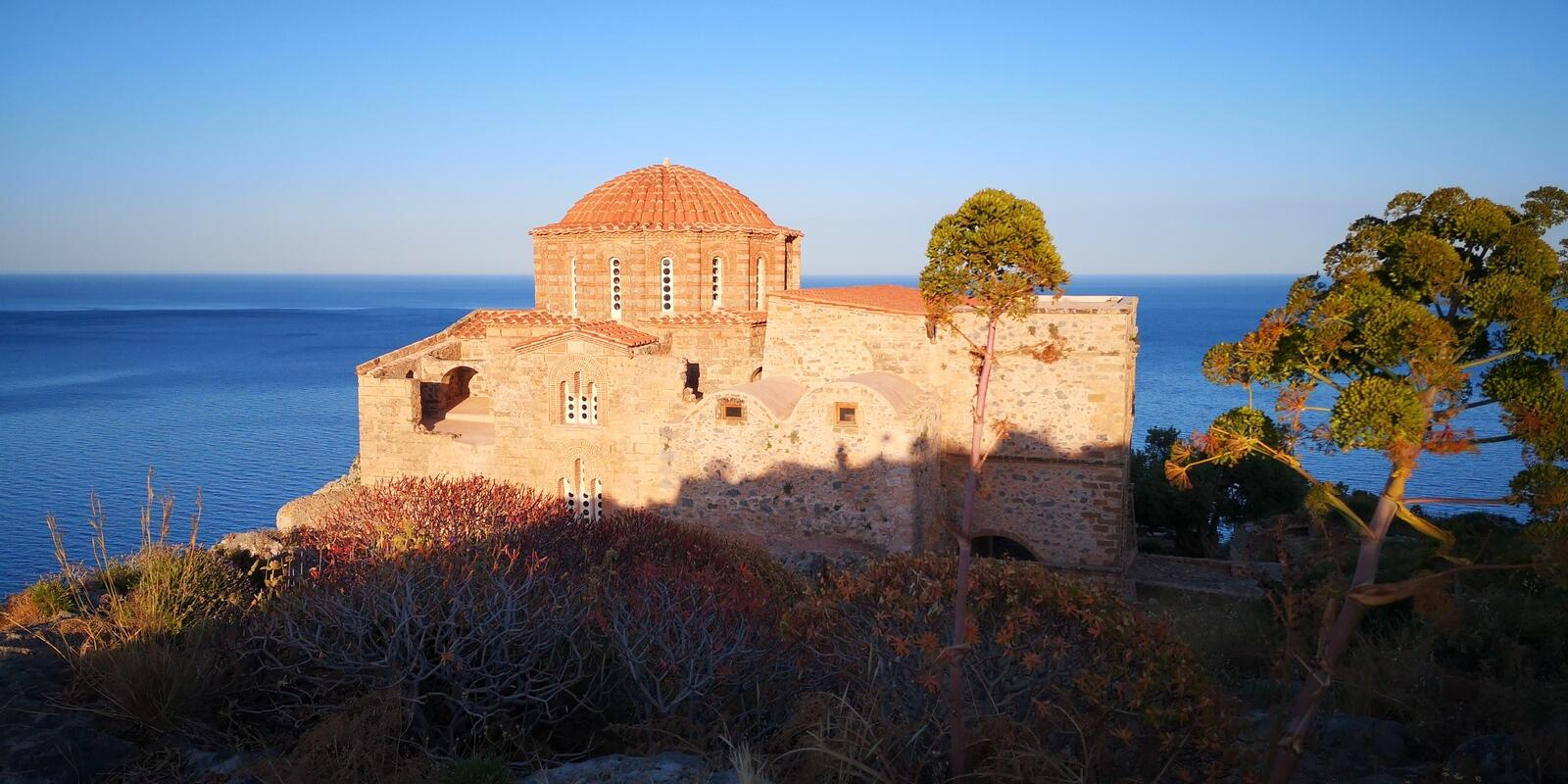 From the Saronic Gulf to the East of Peloponnese the cocktail NAVIGATION-RELAXATION-COMFORT-CULTURE and YOU