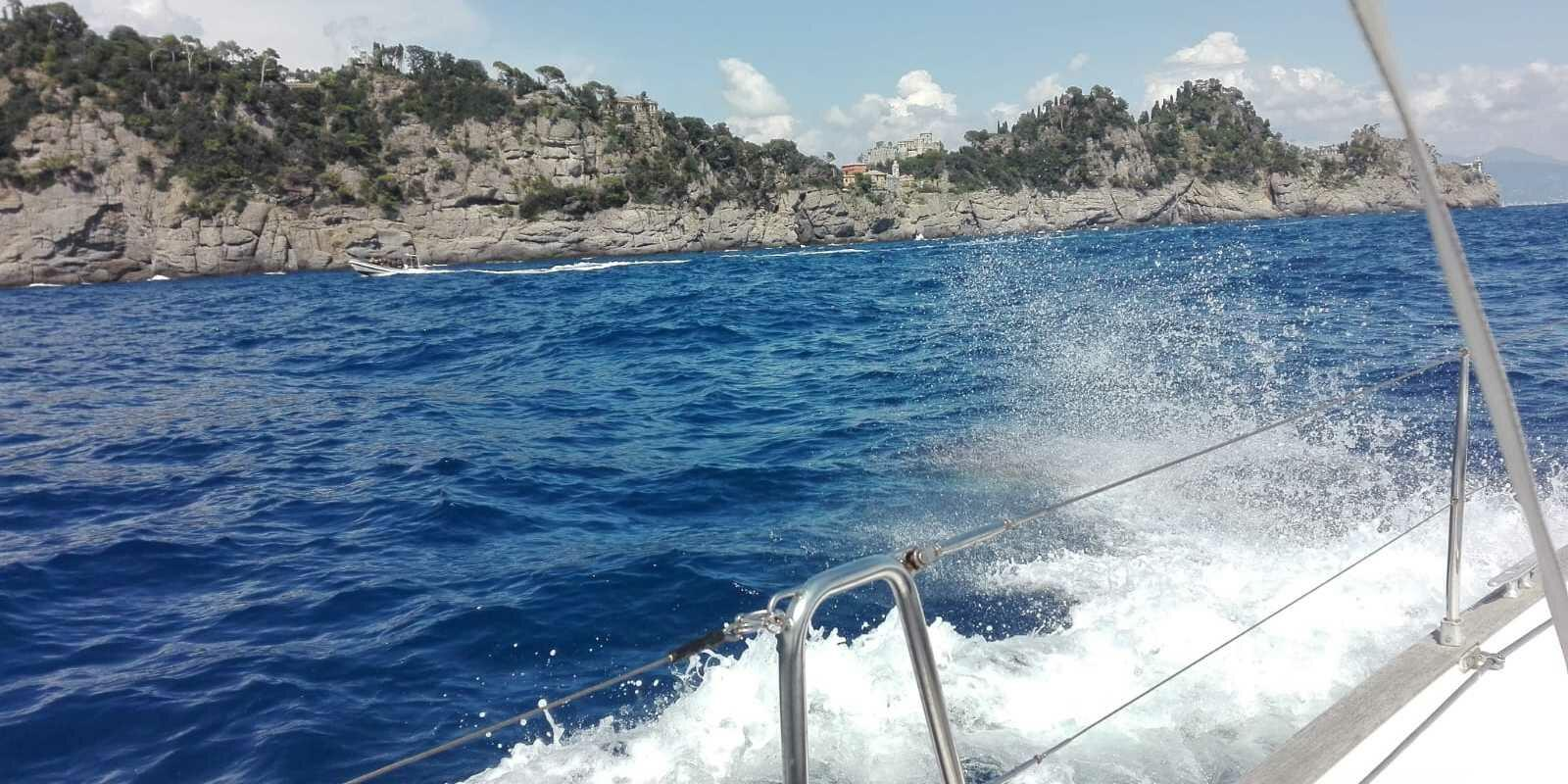 Relaxation and navigation between the islands