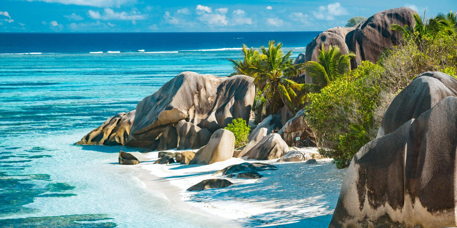 4-day Premium Cruise on a Catamaran with hostess on board at La Digue - All Inclusive