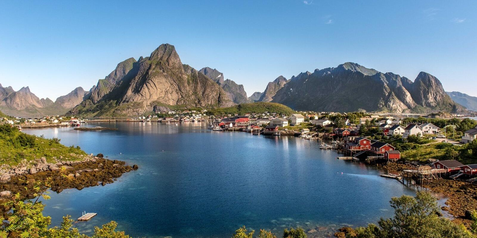 Lofoten adventure with skipper and mountain guide, in a small group