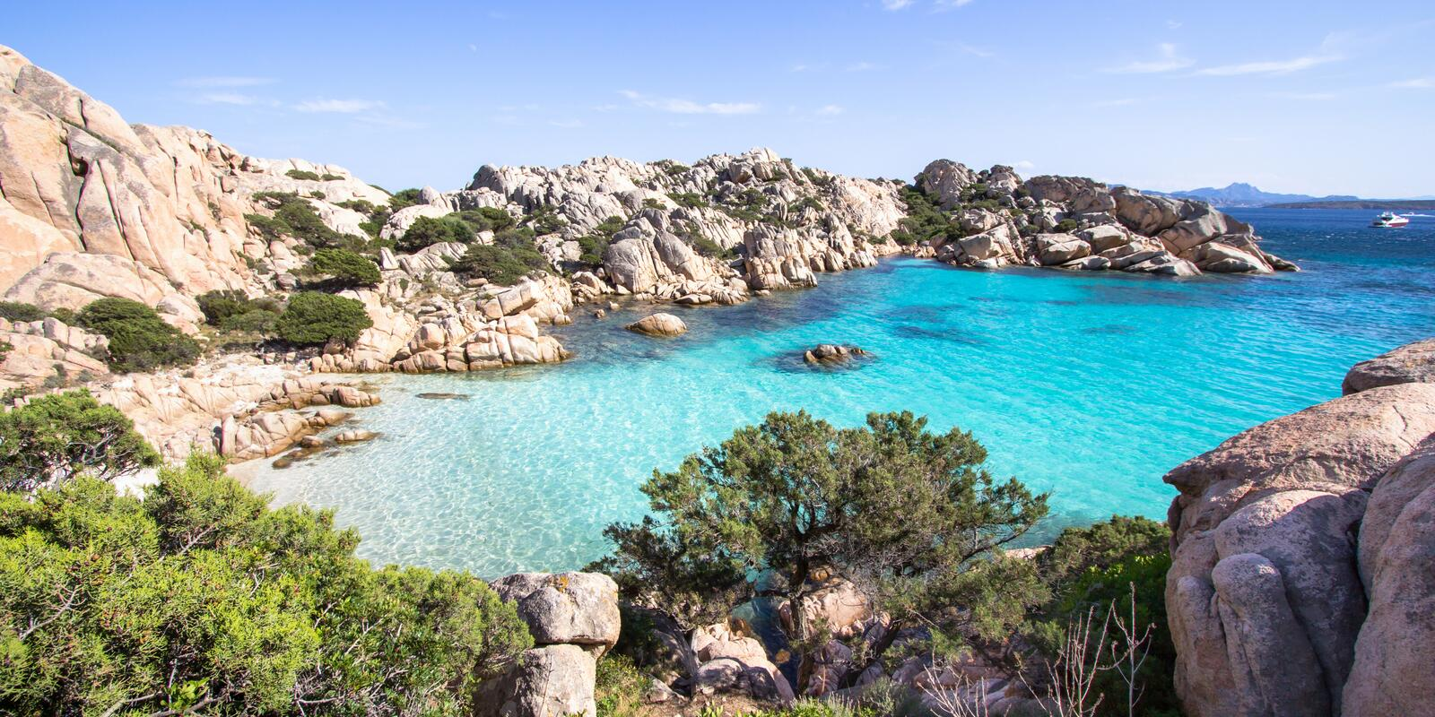 Maddalena Archipelago and Southern Corsica ... between granite and emerald sea!
