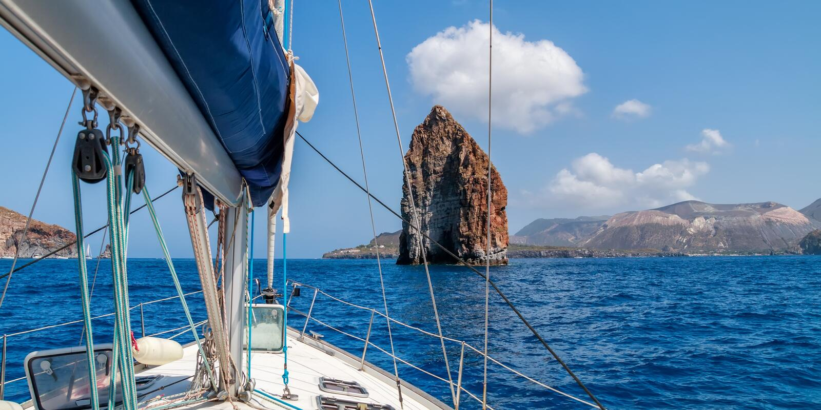 A relaxing week of sailing and discovery of Aeolian islands