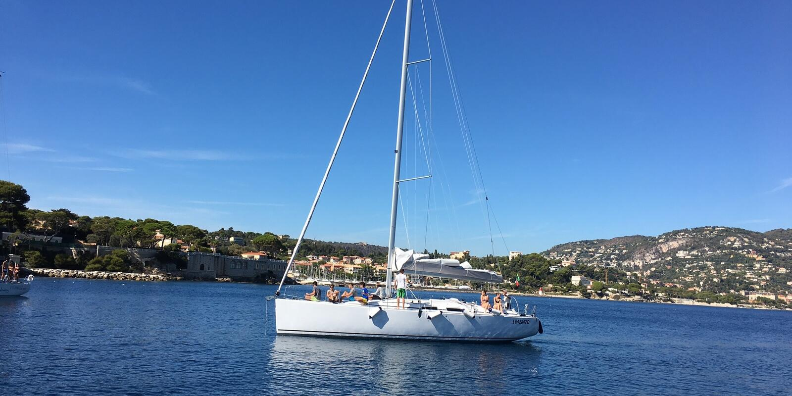 2 June holiday sailing on the French Riviera, from Sanremo to Cannes. Discover the charm of Provence