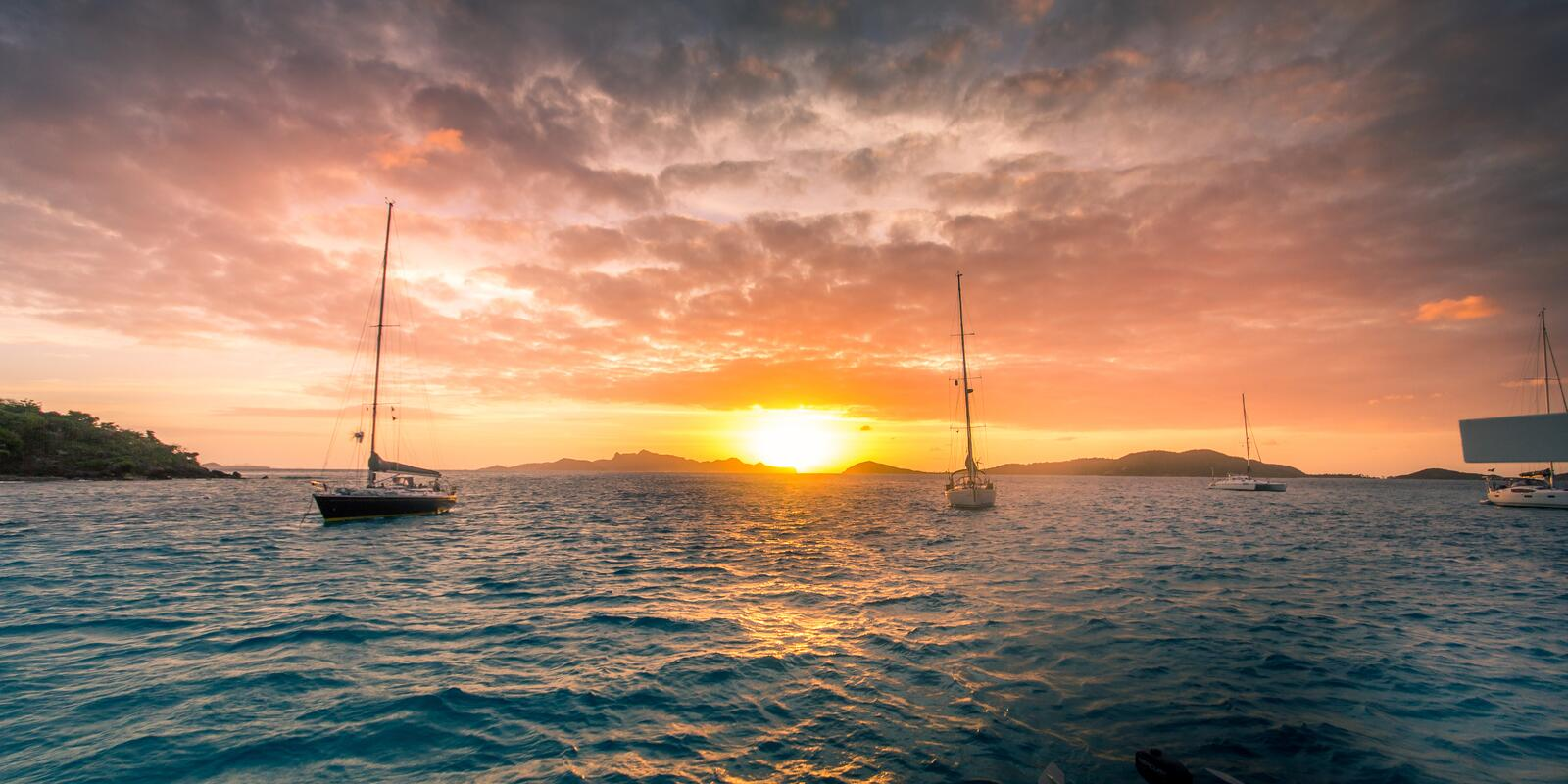 New Year's on a sailing boat to the splendid Grenadines