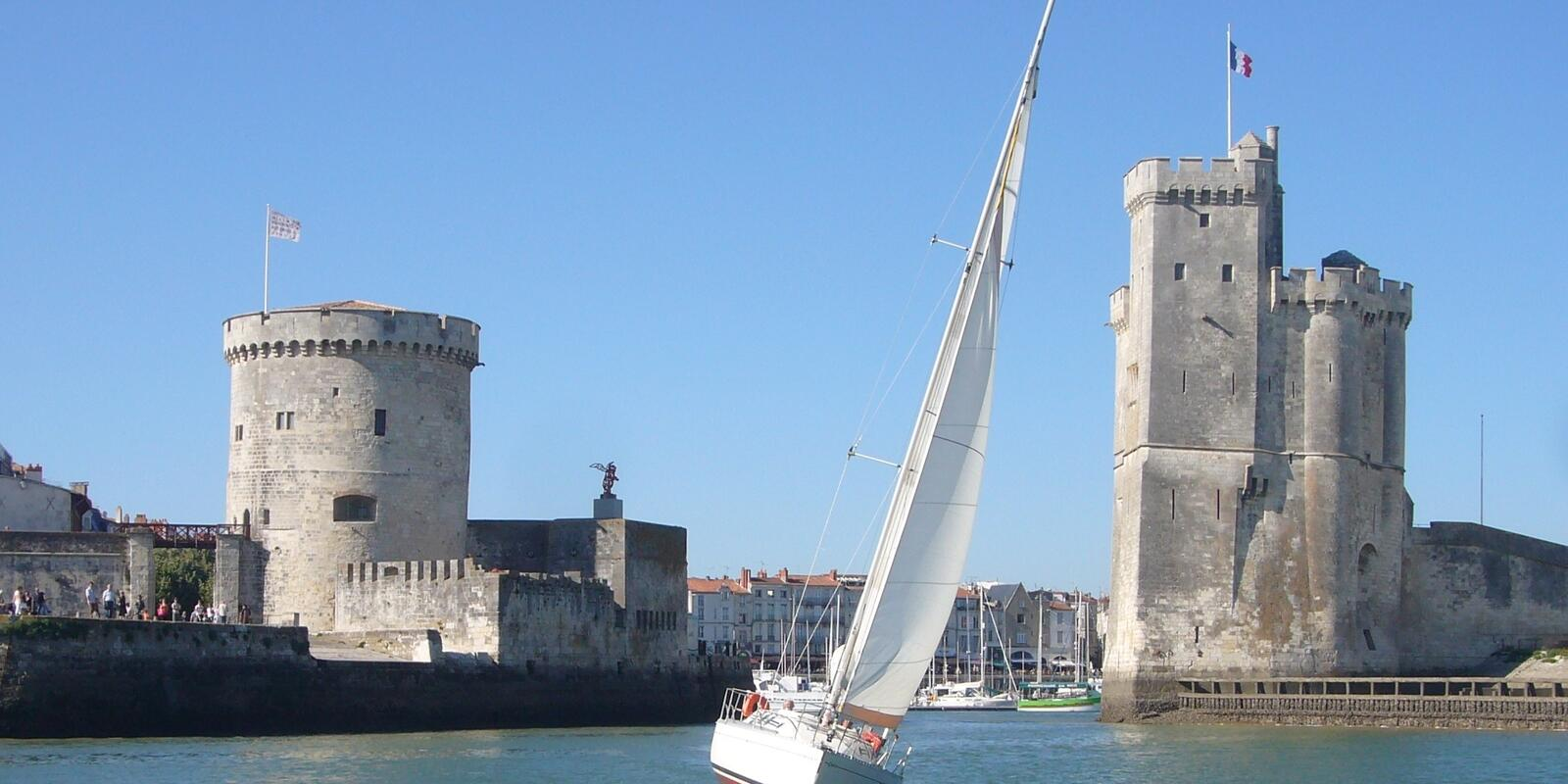 On a 11m sailboat - Cruise on the coast and initiation to navigation to Ile d'Yeu