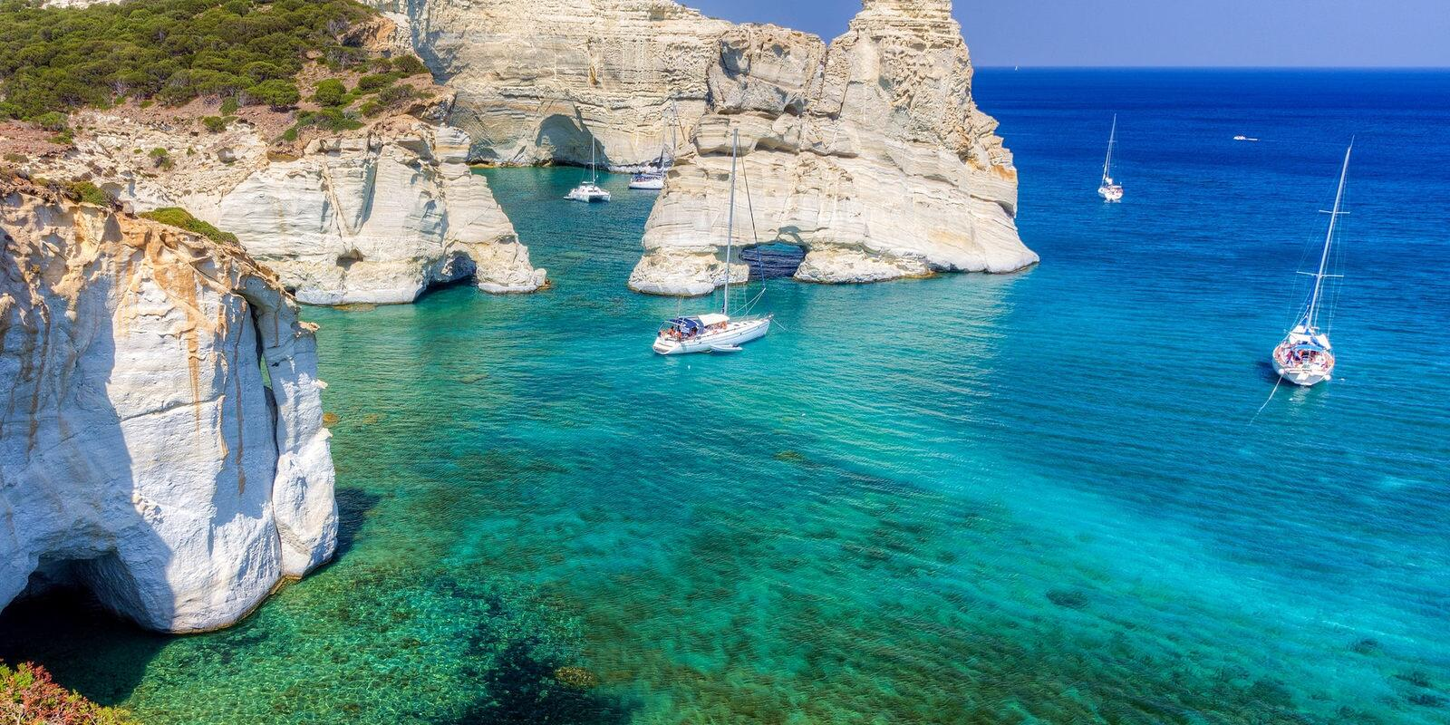 Discover sailing paradise in Greece: One way Naxos to Athens