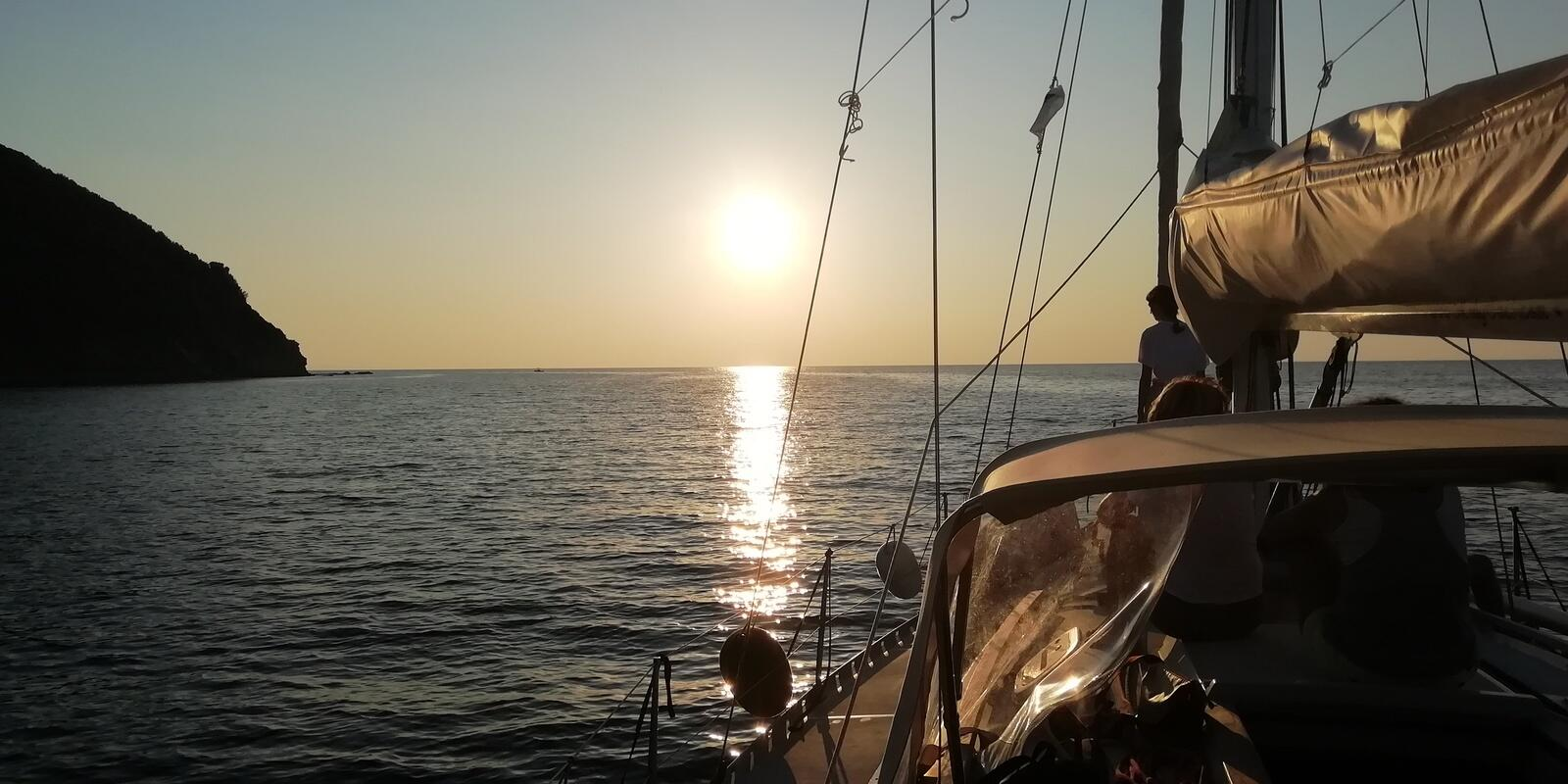 SAILING ON THE ISLAND OF ELBA! Between sea, COURSES & COMPETITIONS, Trekking, bike and .... forget everything! :-)