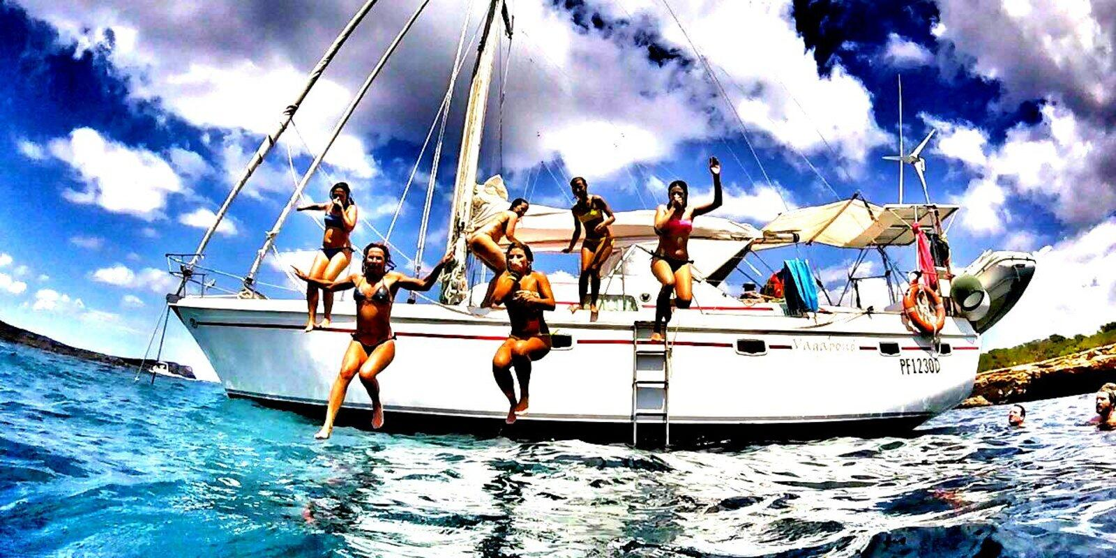 Cruises in the Tuscan Archipelago with Professional Skipper and Hostess Cook. Pamper yourself in the waves!