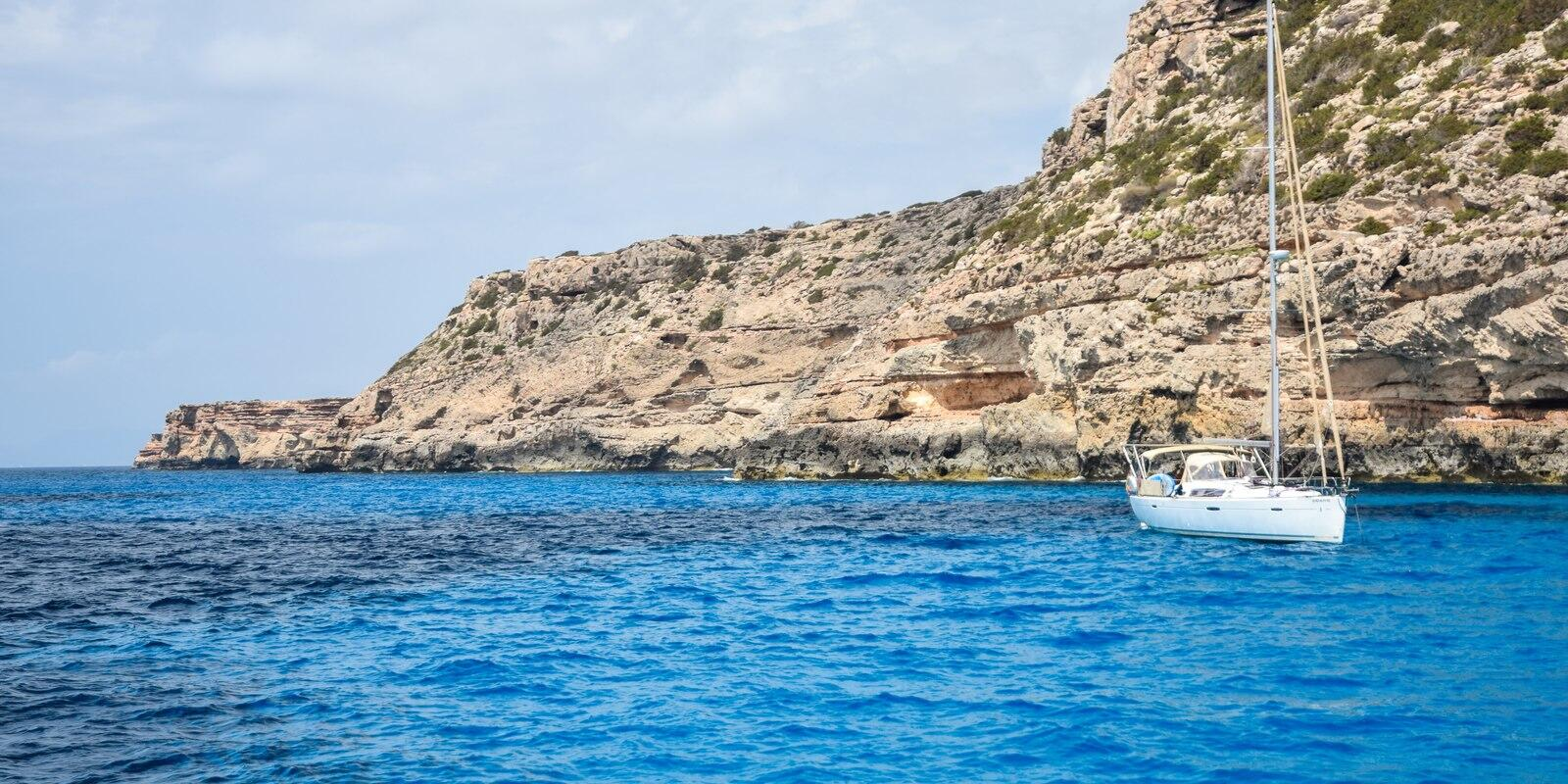 A magnificent week on a sailing boat in the Balearics