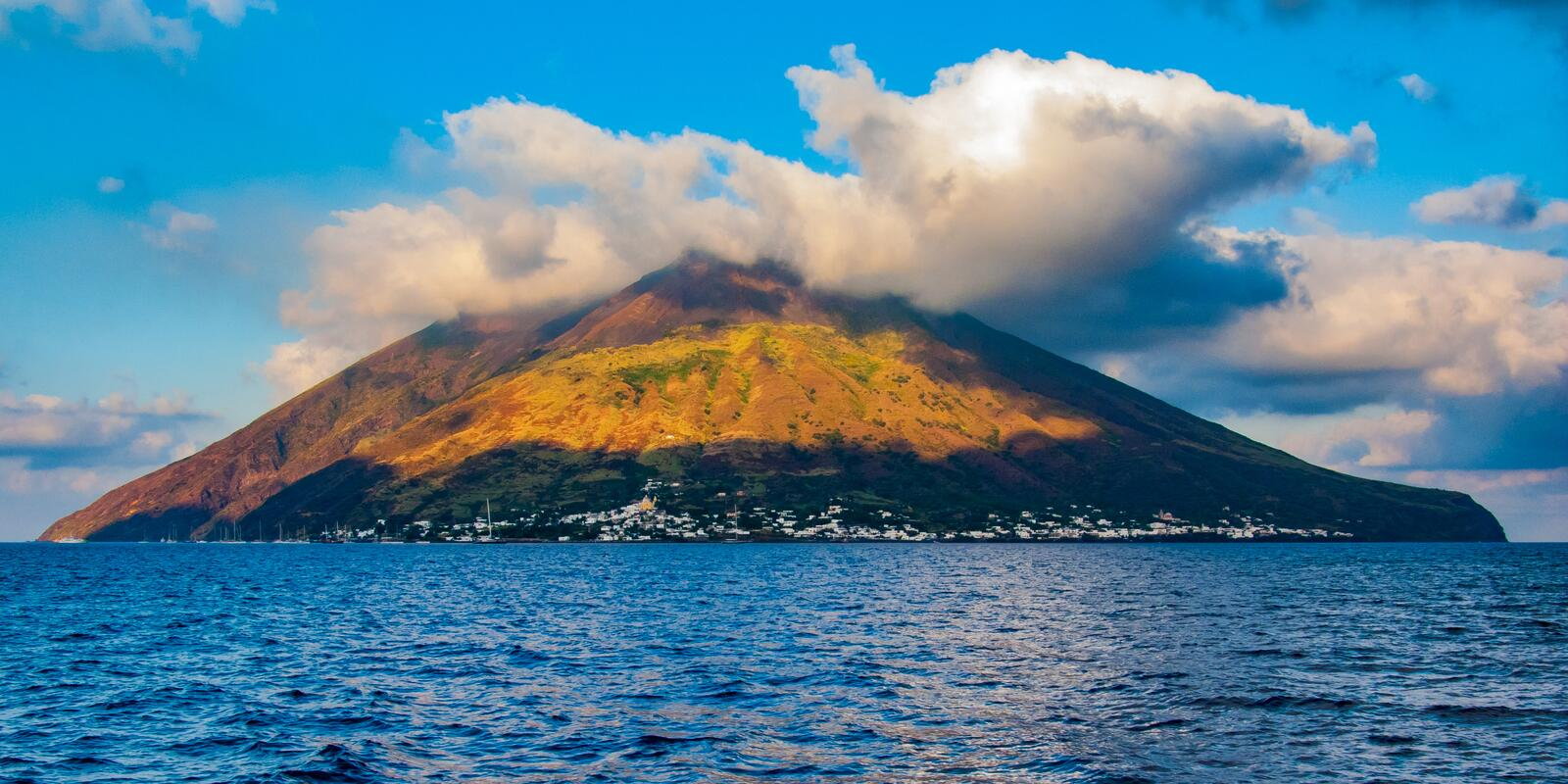 Dream cruise 8 days in catamaran with crew to the Aeolian Islands - All included