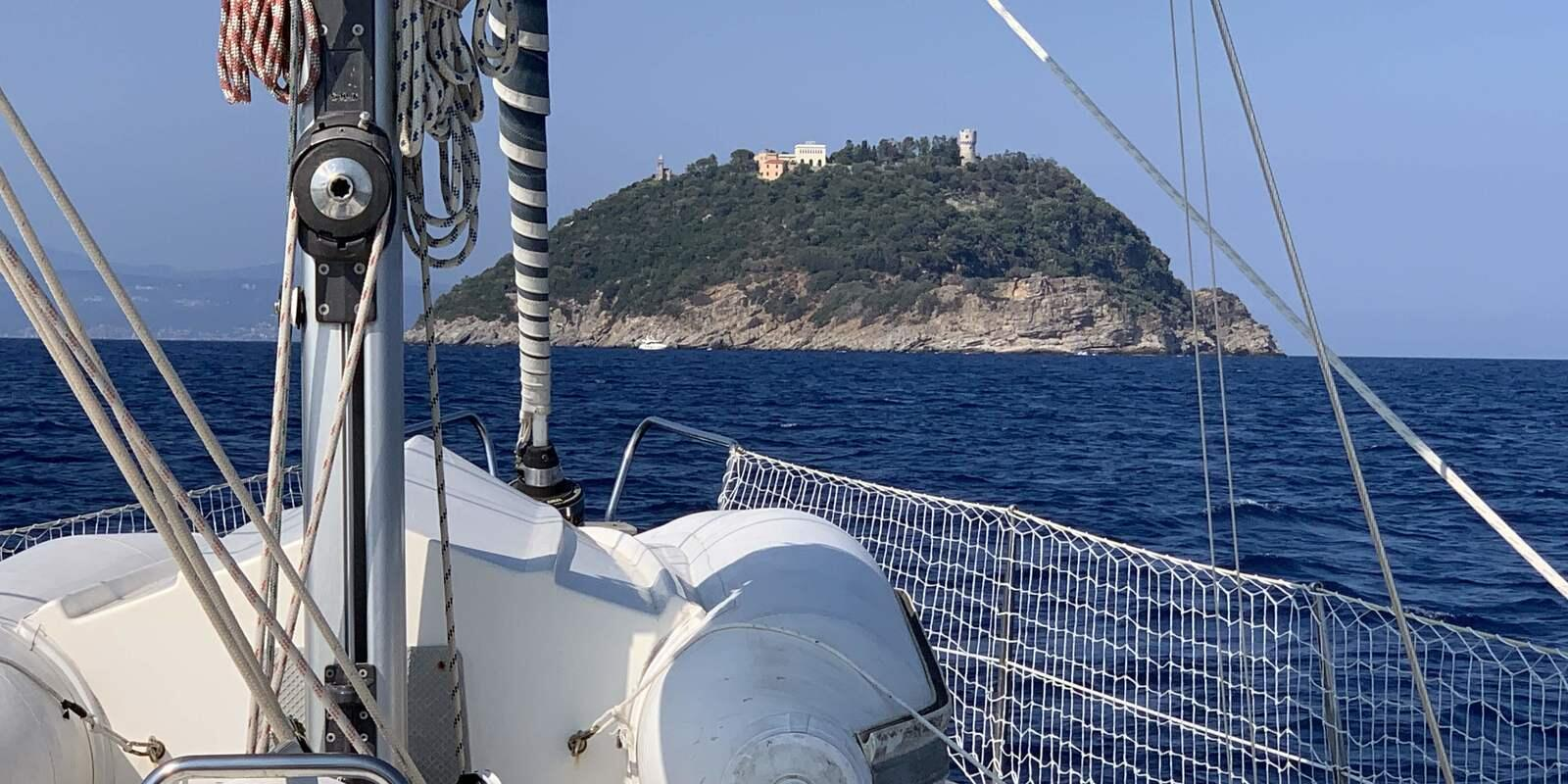 Sailing towards the Gallinara