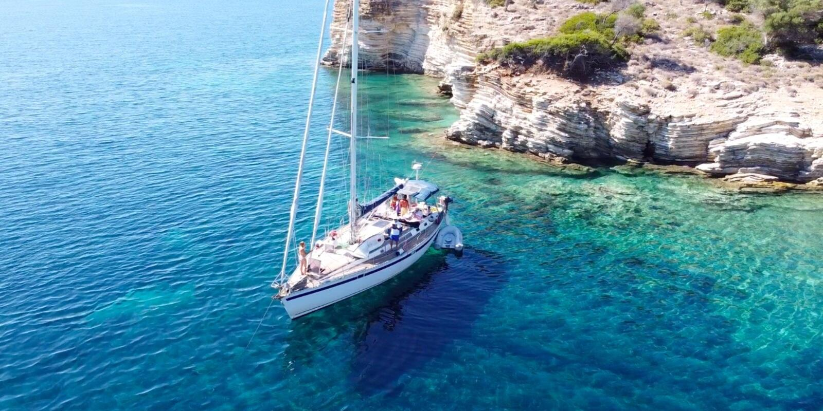 Cruise in the Cyclades: from Milos to Santorini