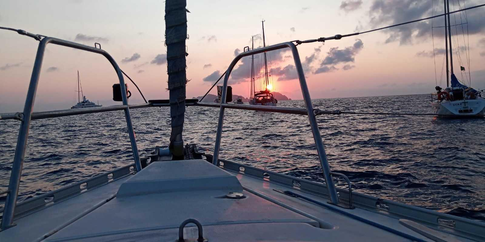 Day on a sailing boat with lunch or aperitif at sunset!