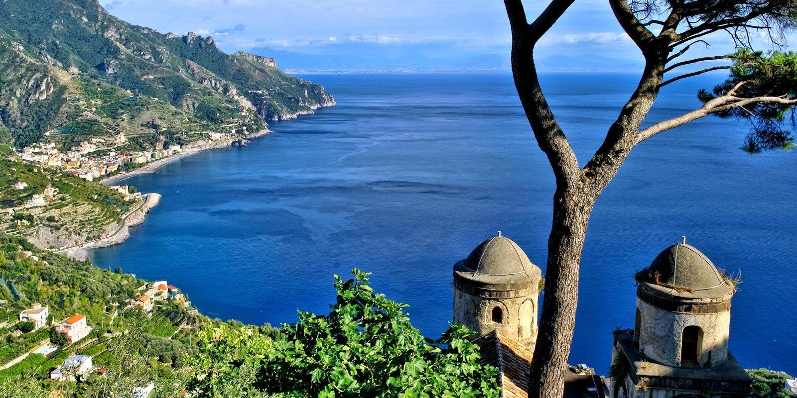 Cruise on the Amalfi Coast and its Islands with skipper and hostess