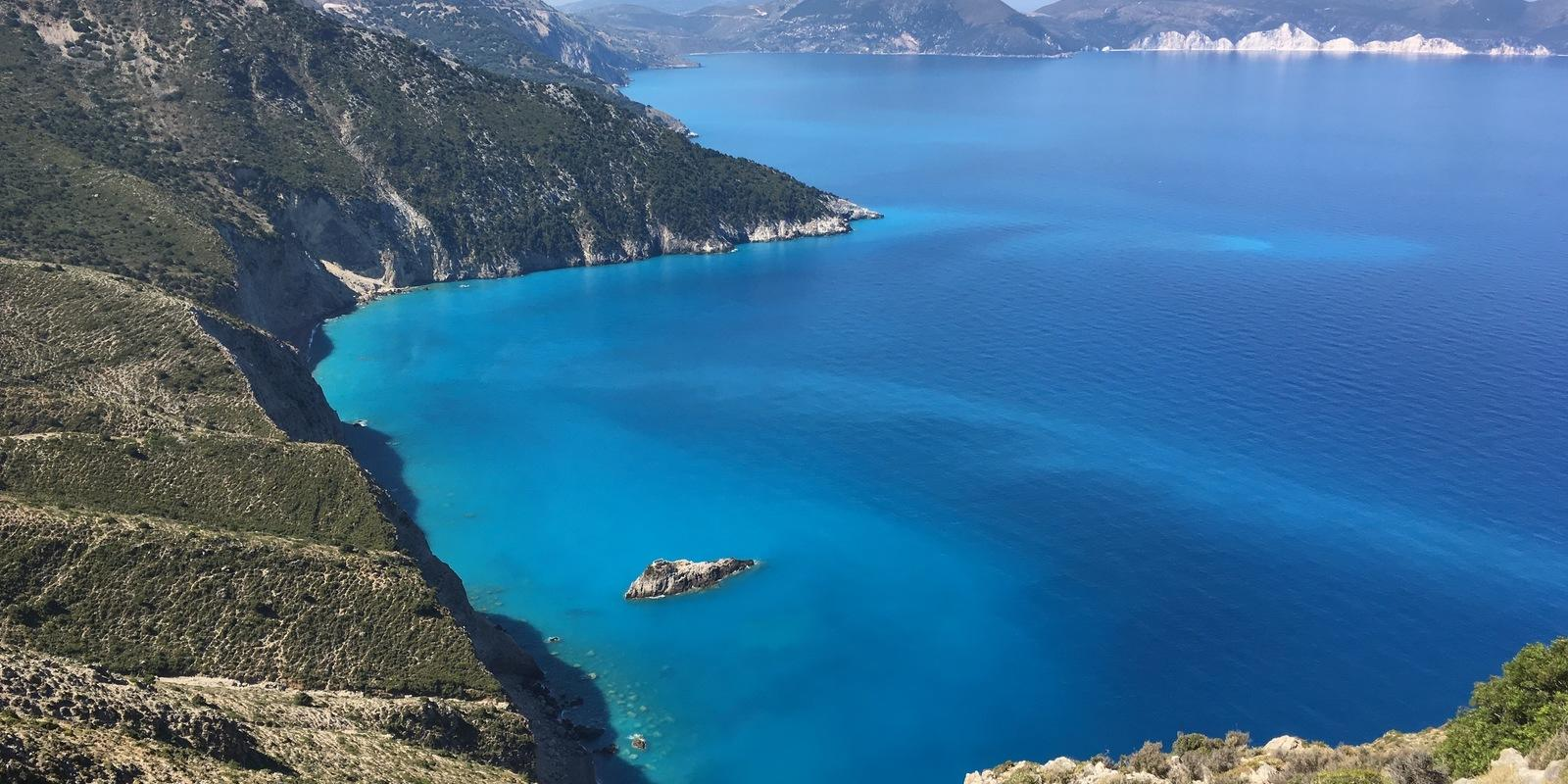 The enchantment of the sea: a week on a sailing boat between Cephalonia, Ithaca and Lefkada and the smaller islands